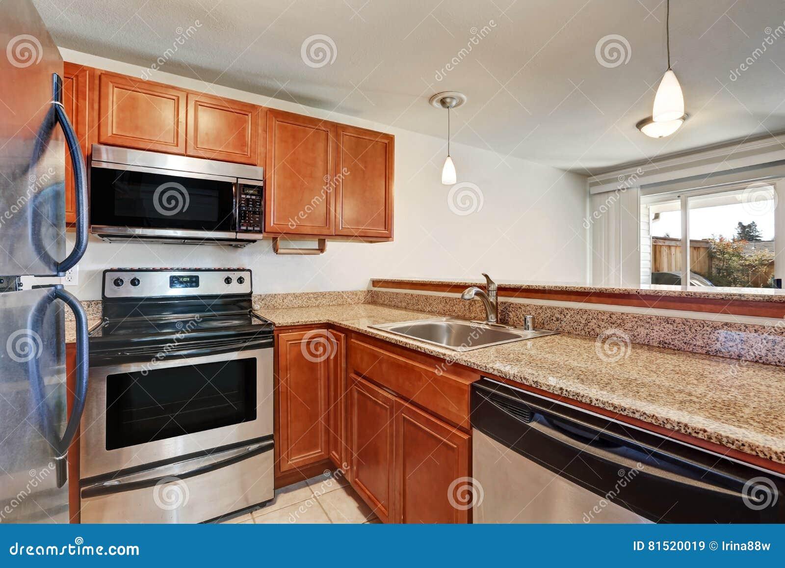 Design Kleine Keuken : De kleine keuken kenmerkt schudbekerkabinetten met granietcountertop