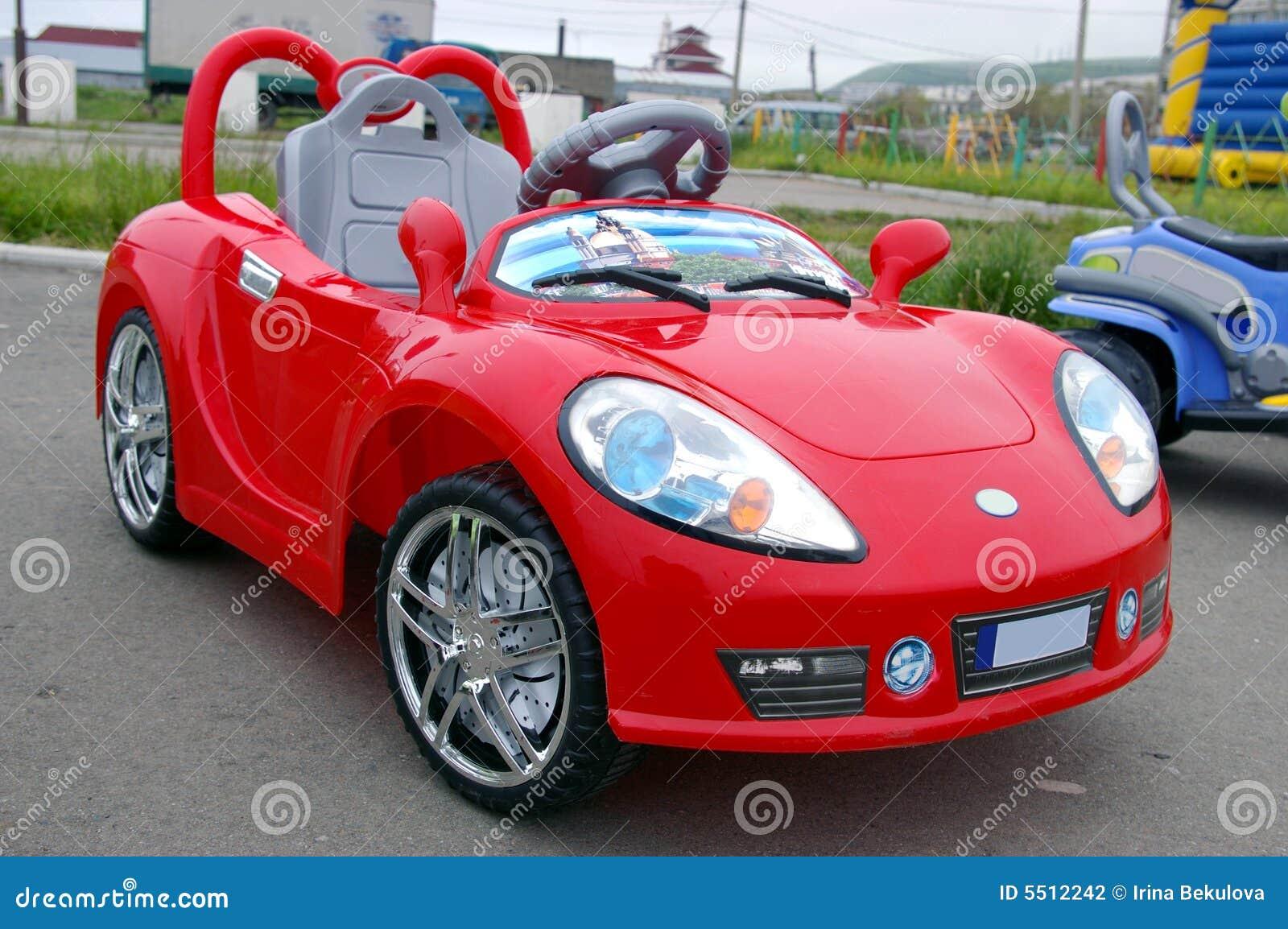 de kleine rode auto het stuk speelgoed van het kinderdagverblijf stock fotografie afbeelding. Black Bedroom Furniture Sets. Home Design Ideas