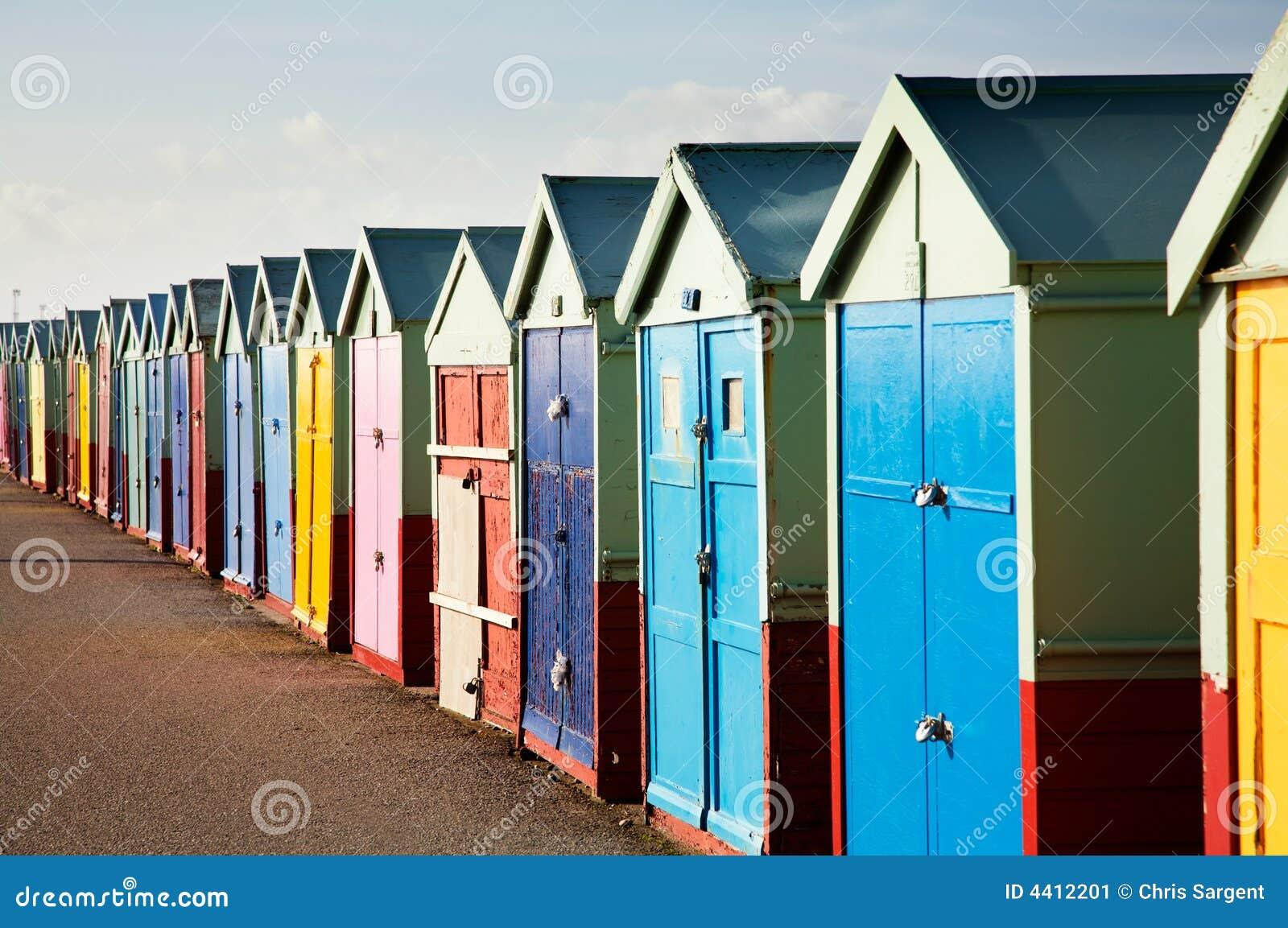 De kleurrijke Houten Hutten van het Strand