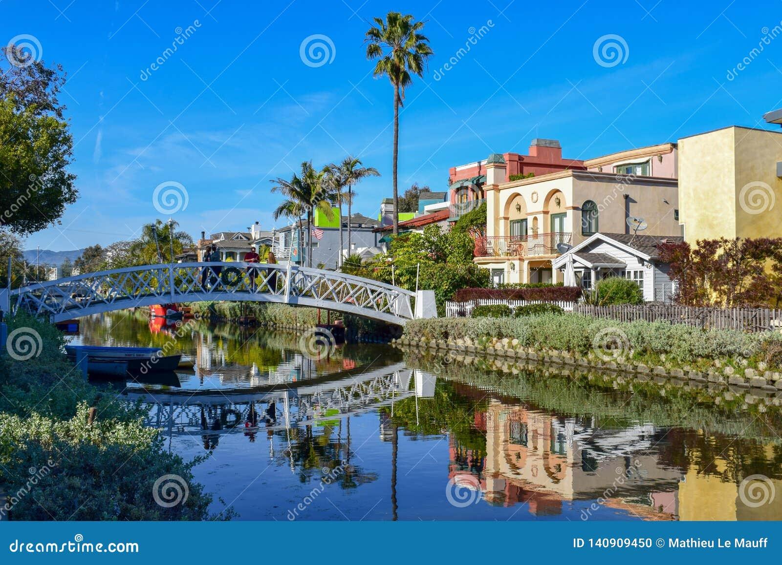 De kleurrijke Kanalen van Venetië in Los Angeles, CA