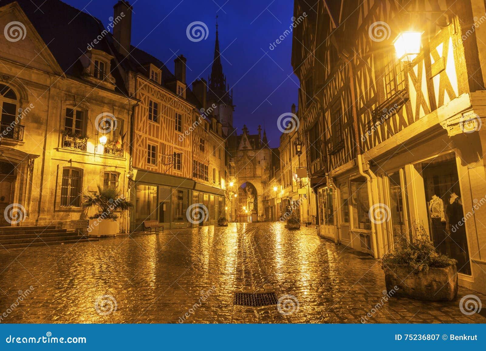 De Klokketoren van Auxerre
