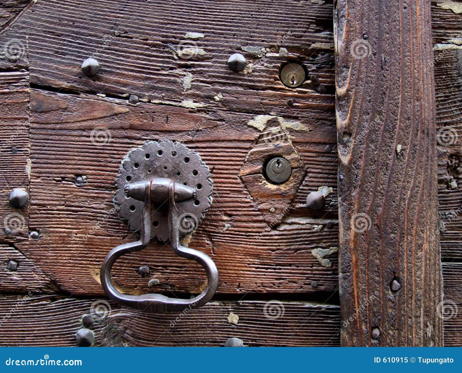 De kloppers van de deur