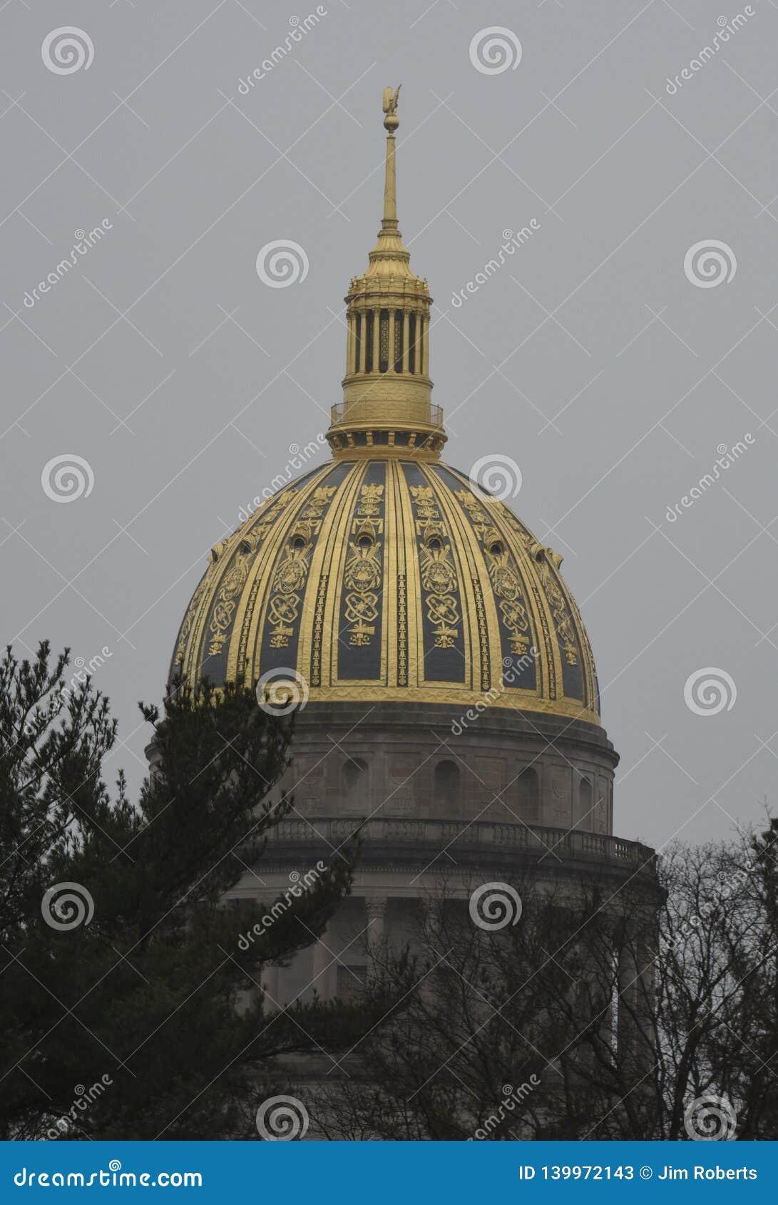 De Koepel van het Westen Virginia State Capitol op een Regenachtige Dag
