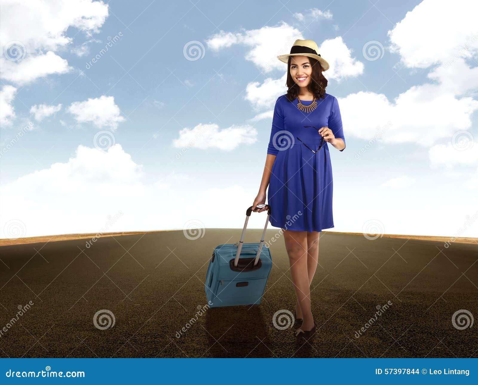 De Koffer die van de vrouwenholding op de Weg lopen