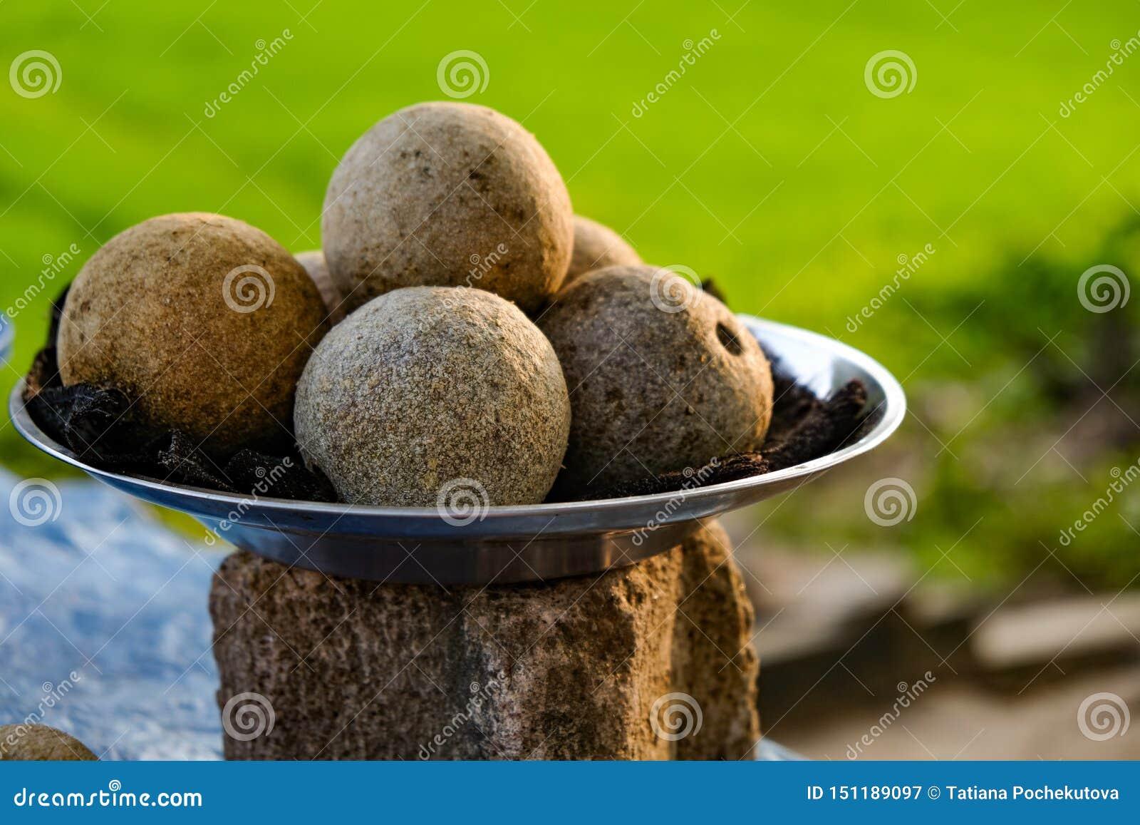 De kokosnoten van Srilankan als straatvoedsel
