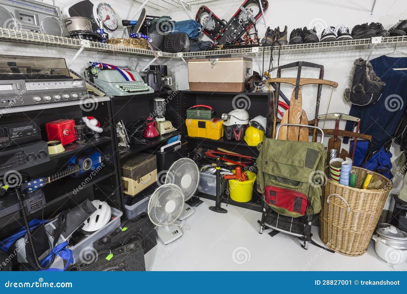 De Koopwaar van de Garage sale van de Opslag van de zuinigheid