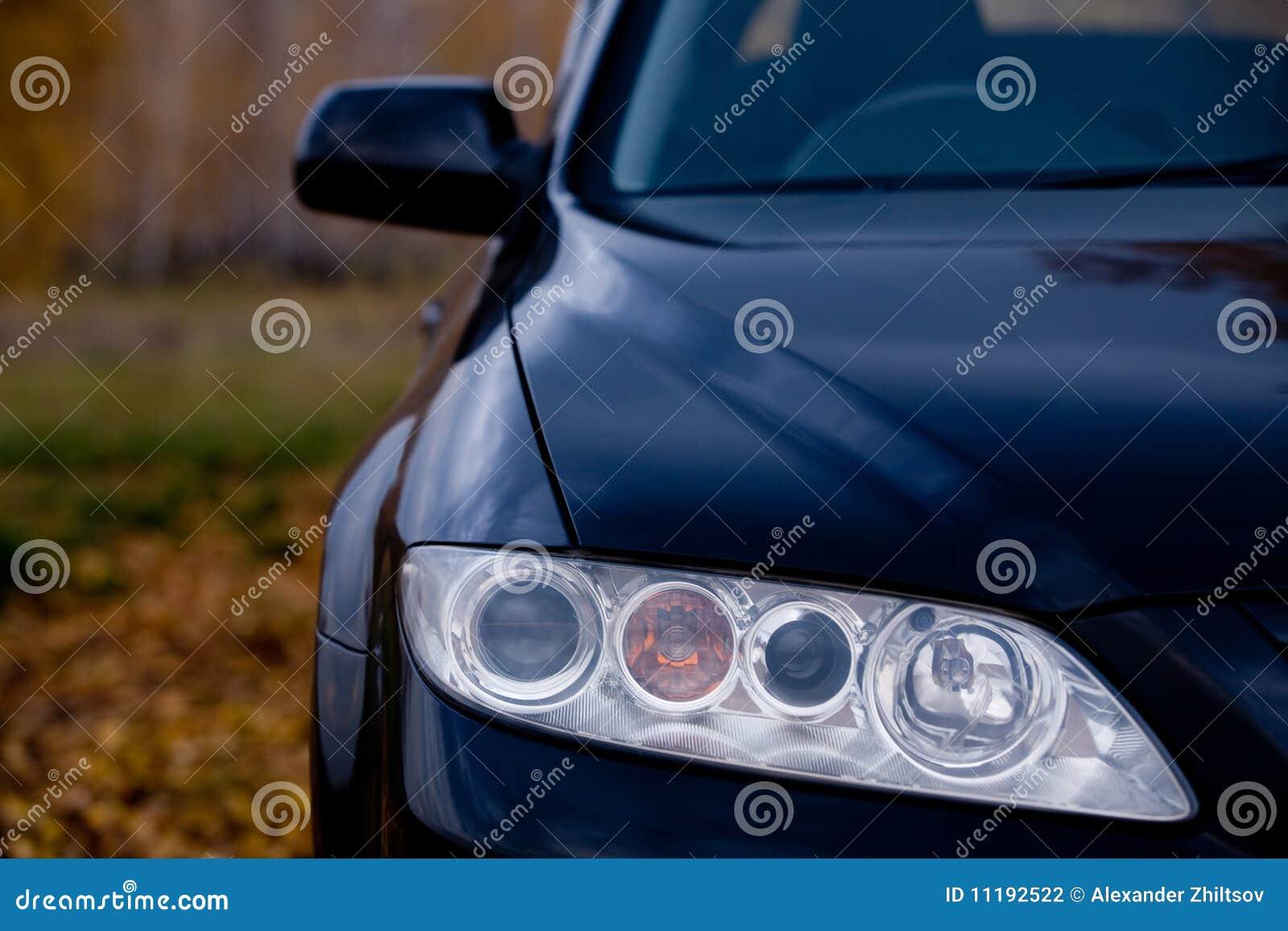 De koplamp van de auto