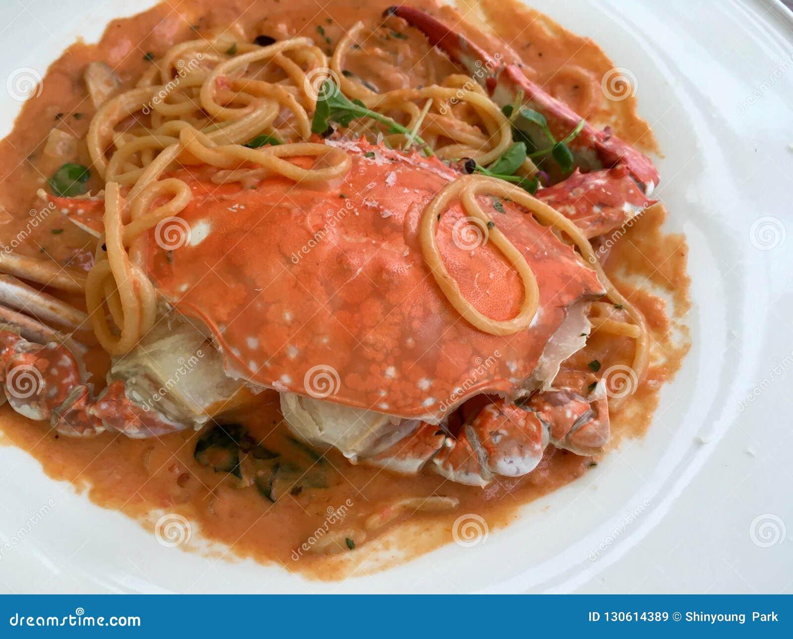 De Koreaanse krab komt italien cusine, een vuurwerk voor de smaak samen