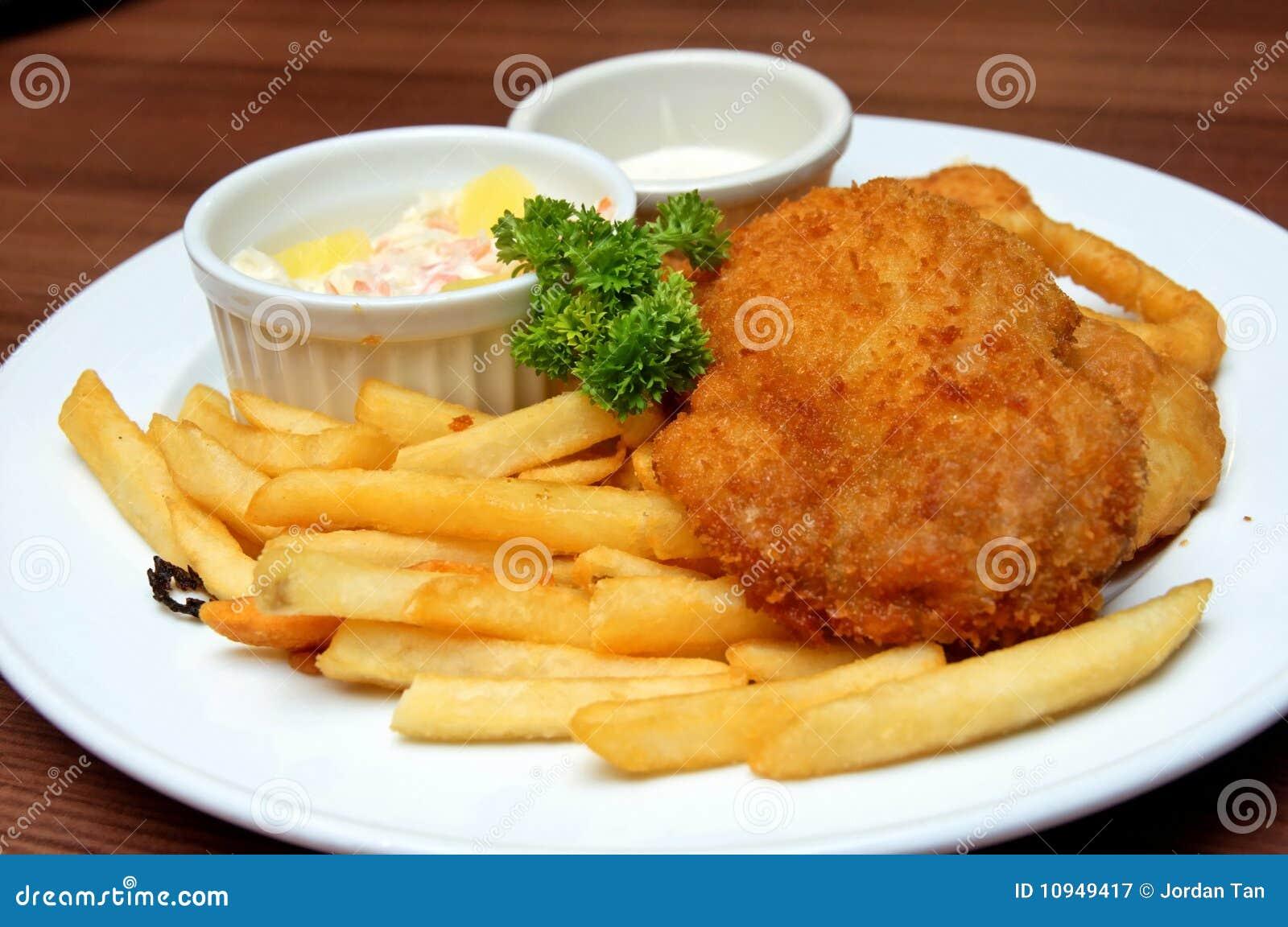 De koteletmaaltijd van de kip die in een restaurant wordt gediend