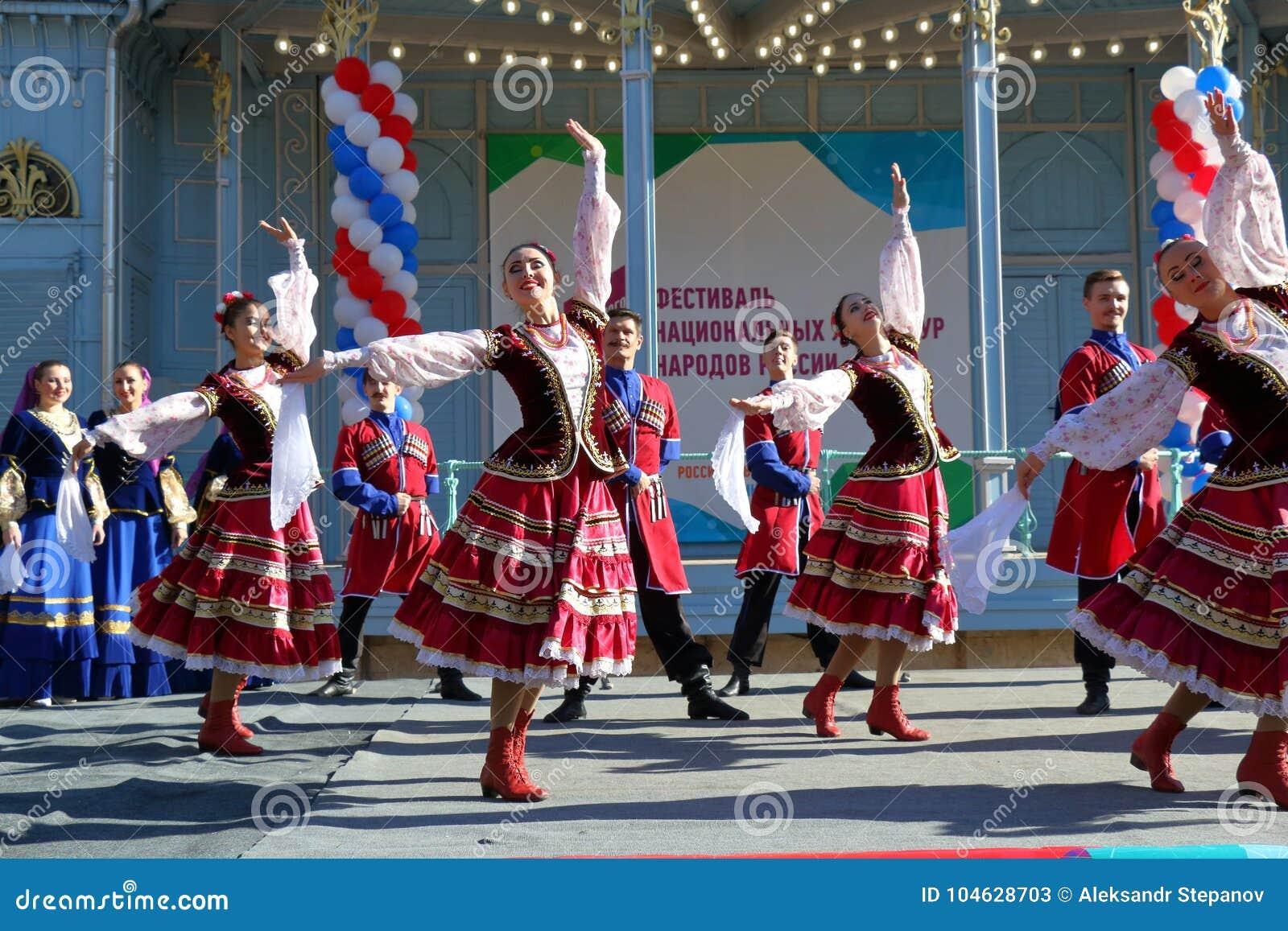 Download De Kozakdans In Traditionele Kleren Pyatigorsk, Rusland Redactionele Stock Foto - Afbeelding bestaande uit mens, russisch: 104628703