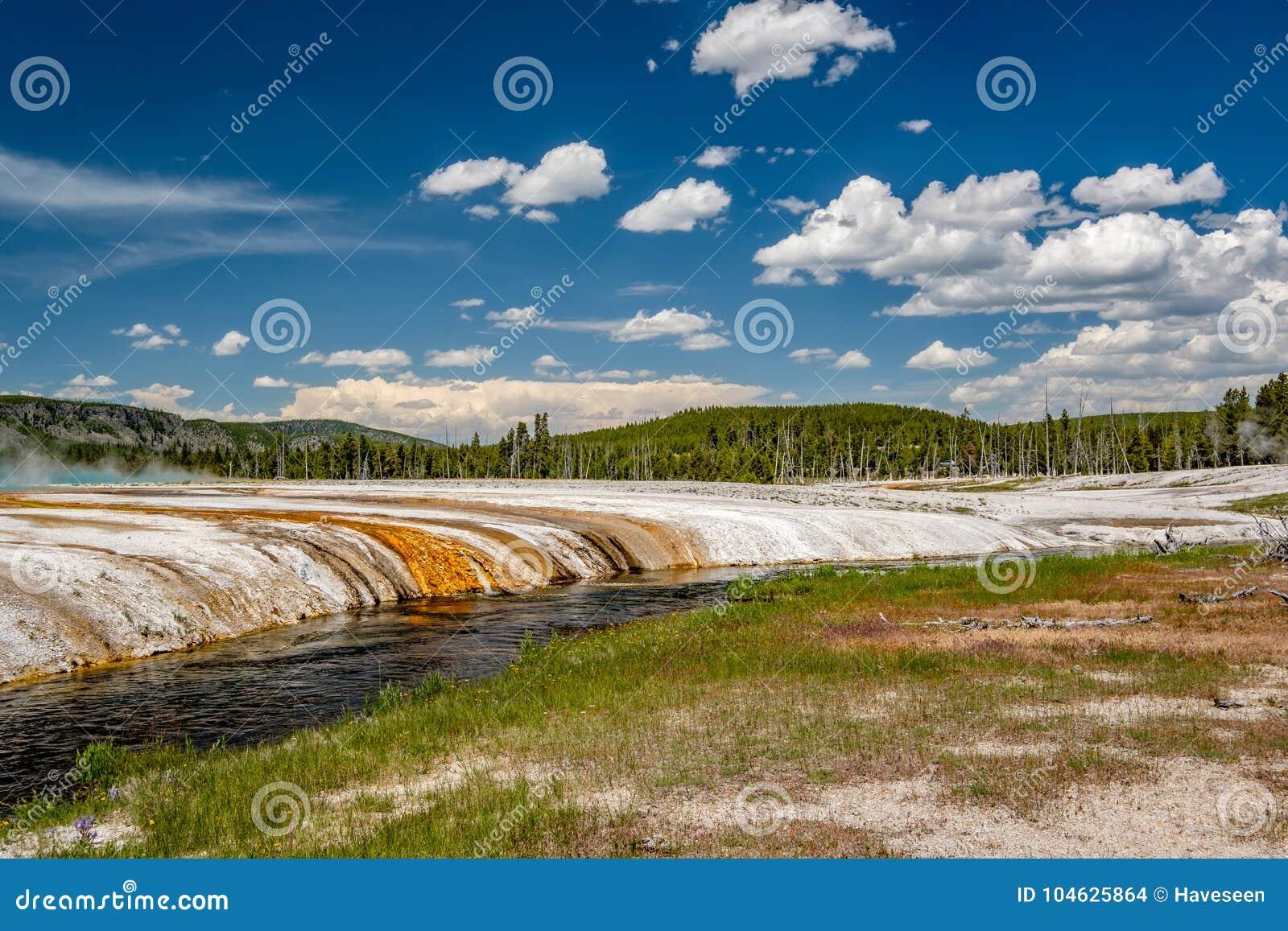 Download De Kreek Van De Ijzerlente In Yellowstone Stock Foto - Afbeelding bestaande uit wildernis, zwart: 104625864