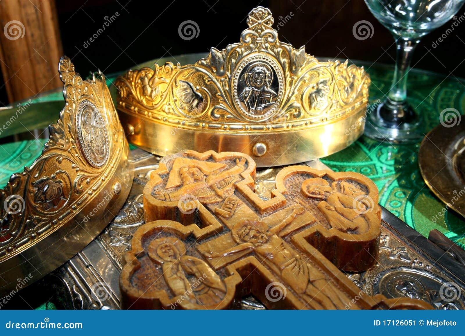 De kronen en het kruis van huwelijken