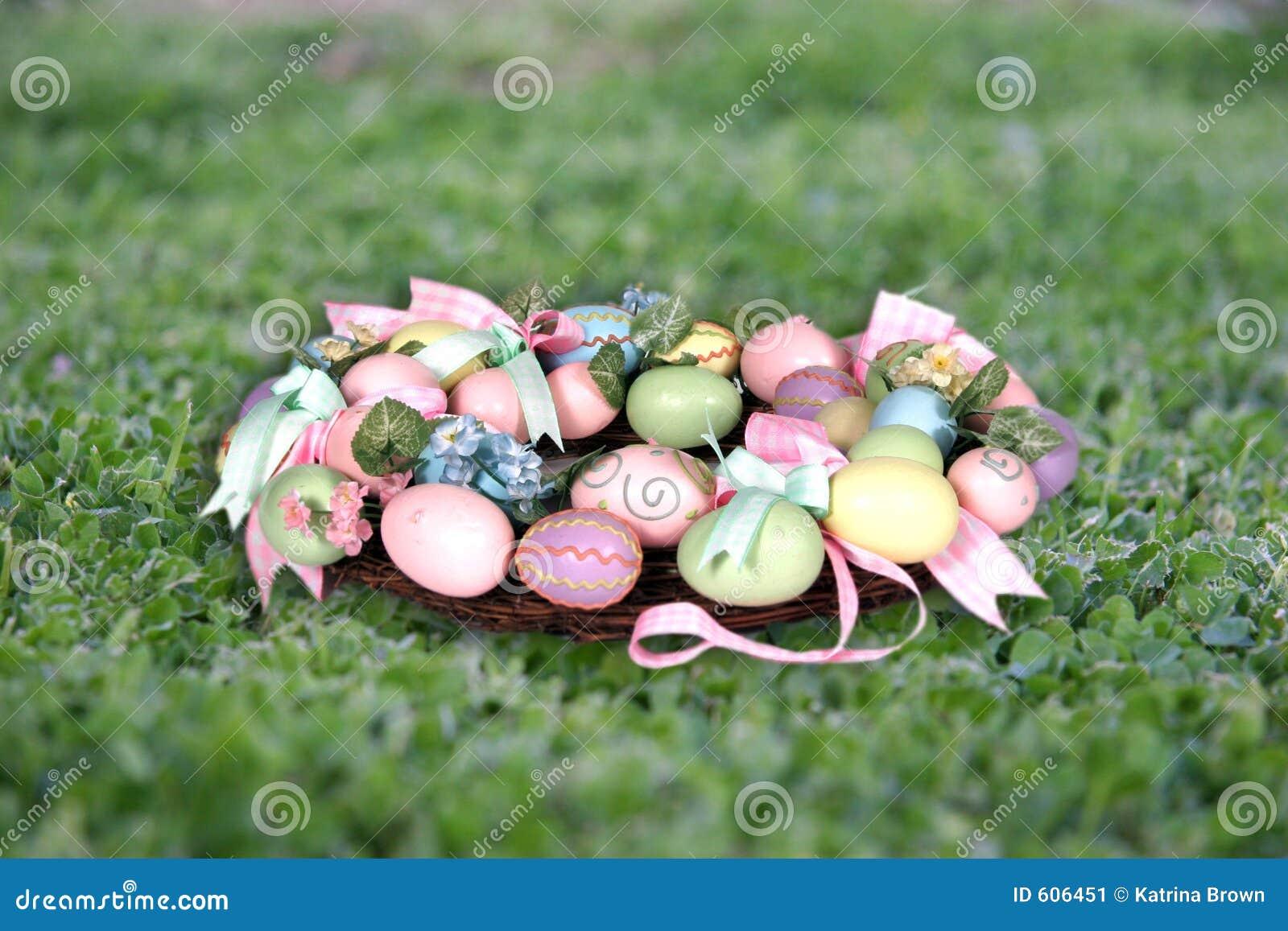 De Kroon van Pasen op Steun de van het Achtergrond gras van de Foto (neem Uw Cliënt op!)