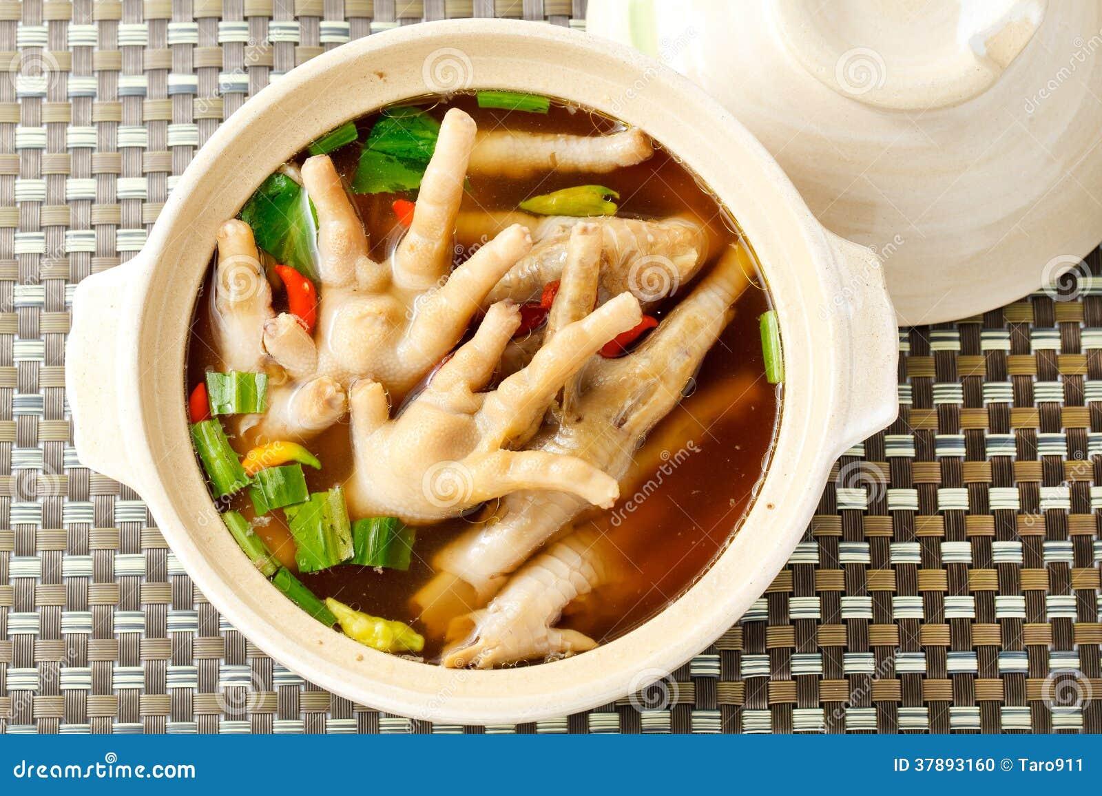 De kruidige soep van het kippenbeen