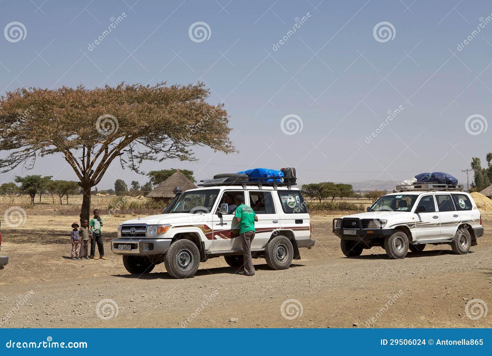 De Kruisers van het Land van Toyota op de weg