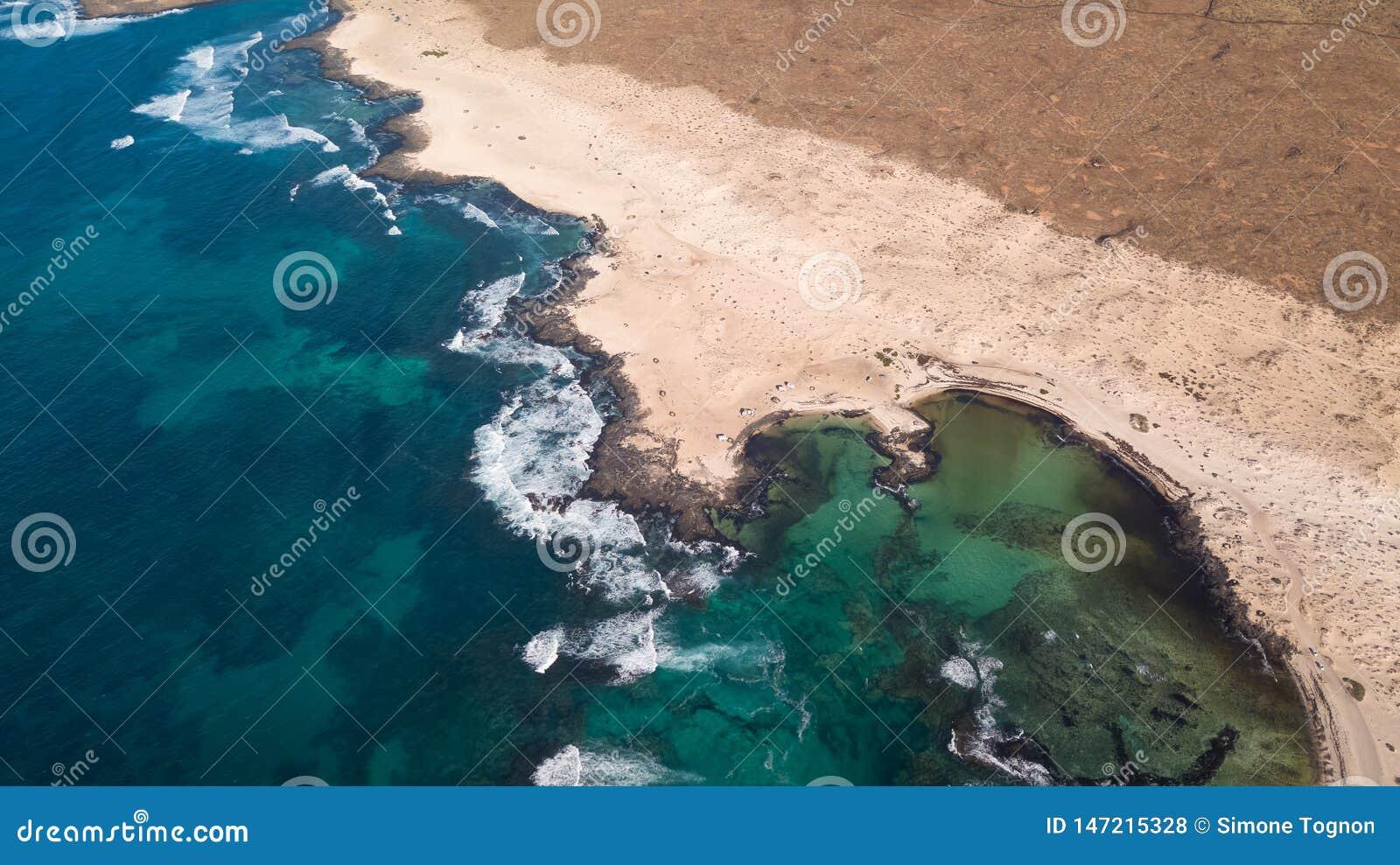 De kust van het satellietbeeldnoorden van fuerteventura