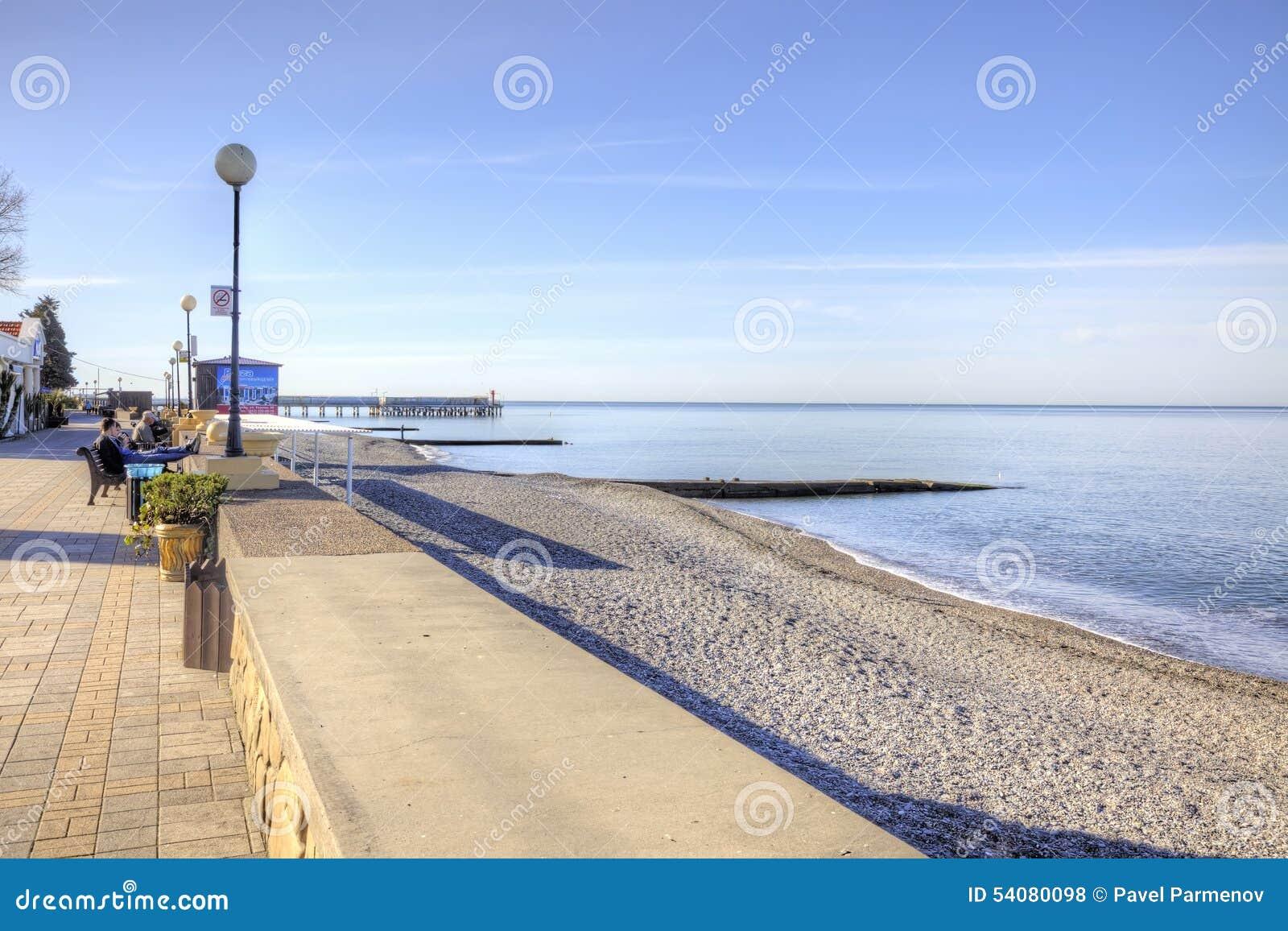 De kustochtend van de Zwarte Zee