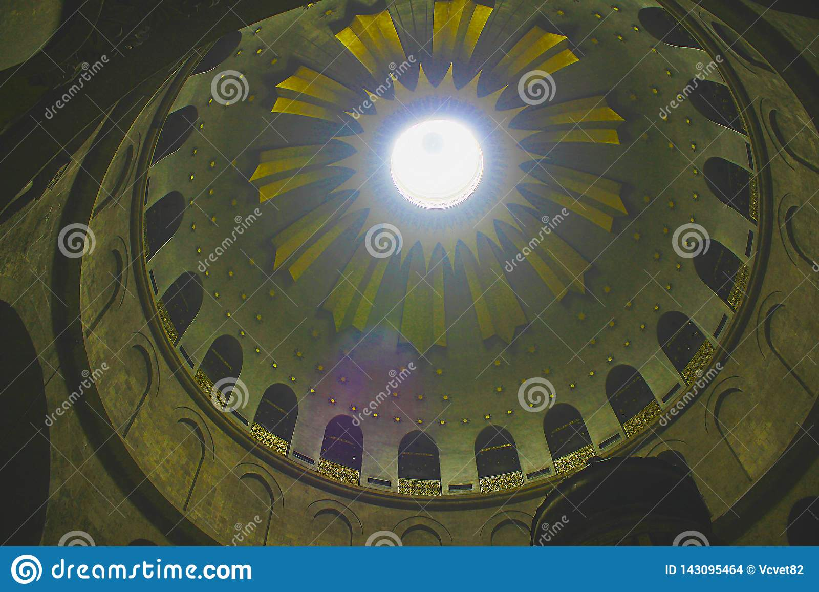 De la Rotonda sobre Edicule en la iglesia de Santo Sepulcro, la tumba de Cristo, en la ciudad vieja de Jerusalén, Israel
