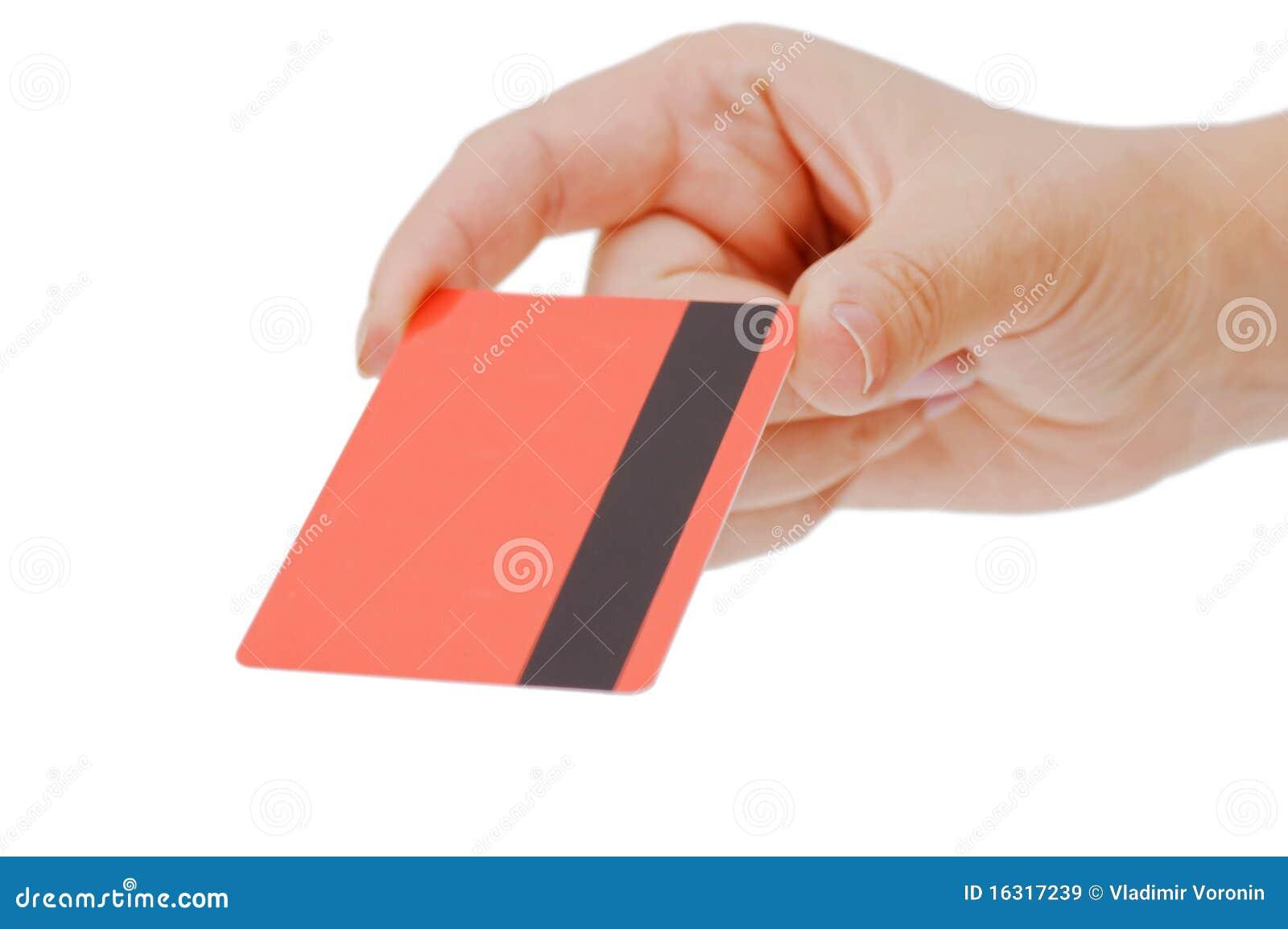 De la tarjeta de crédito en una mano femenina
