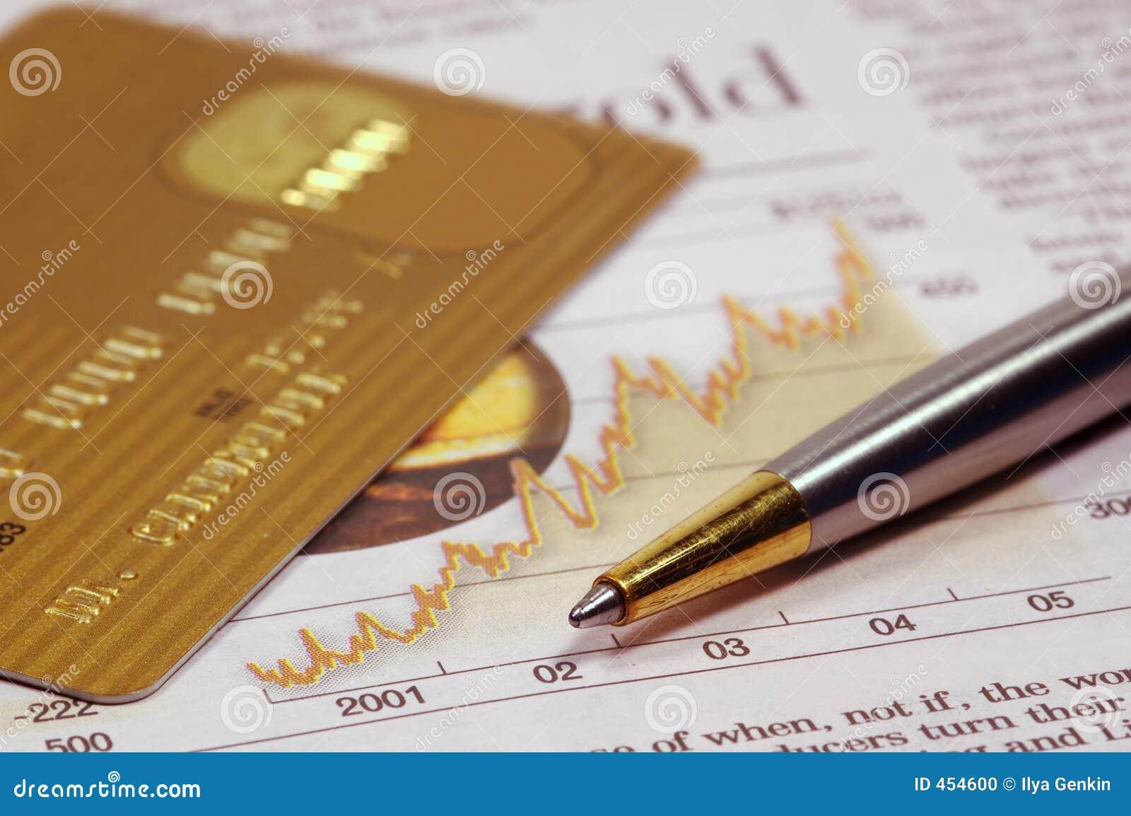 De la tarjeta de crédito, periódico y pluma