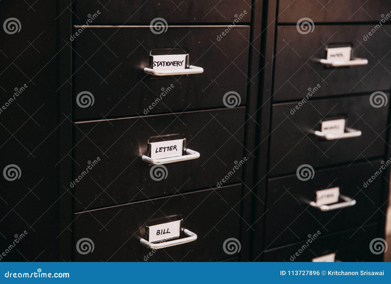 De lade van het bureaudossier