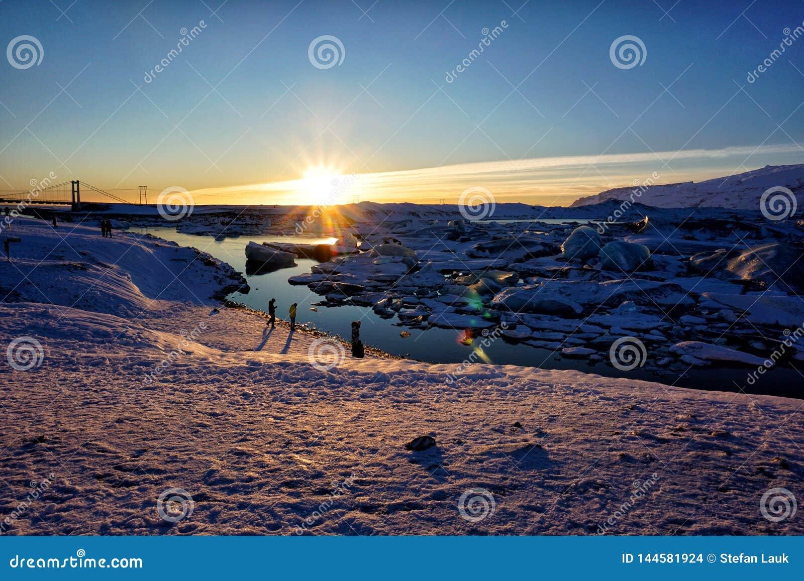 De Lagune van de Jokulsarlongletsjer in de Winter van IJsland