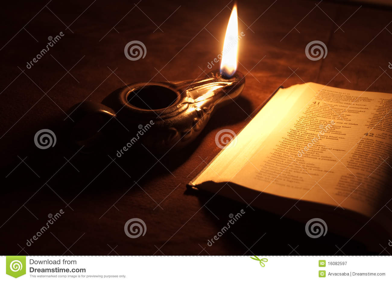 De lamp en de Bijbel van de olie