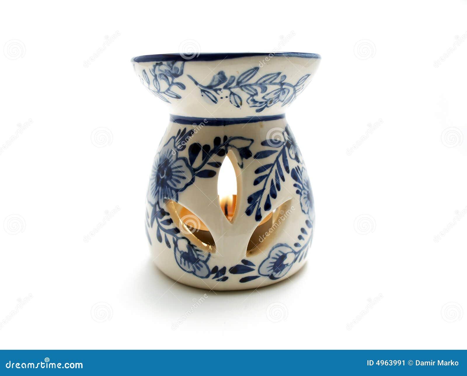 De lamp van het aroma met het branden van kaars