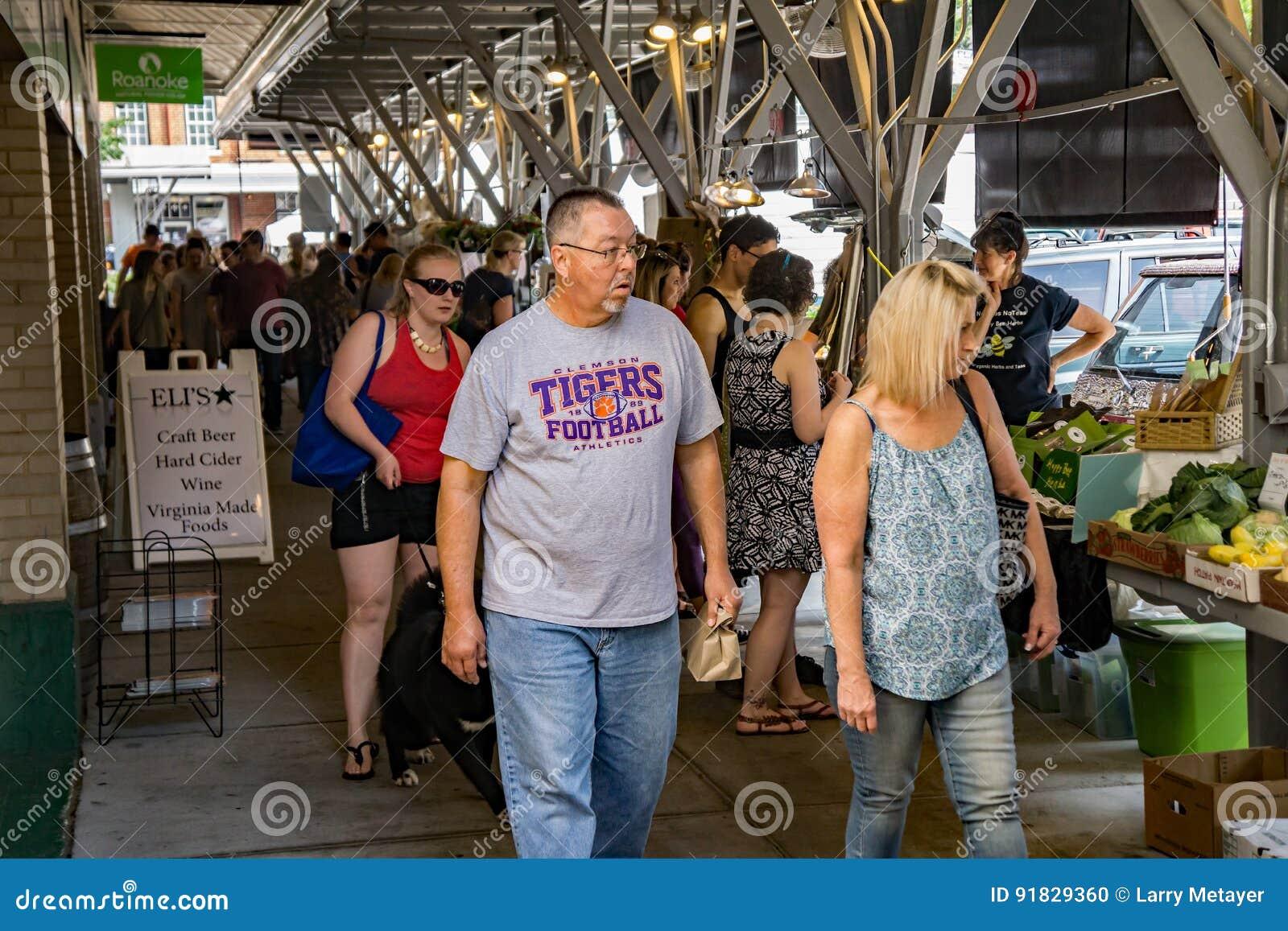 De Landbouwersmarkt van de Roanokestad