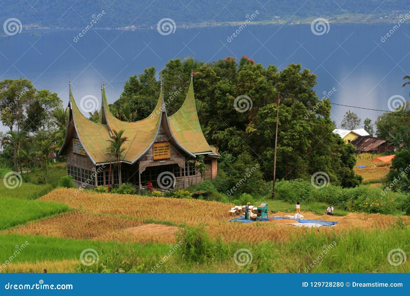 De landschapsarchitectuur van het Minangkabauhuis in padang