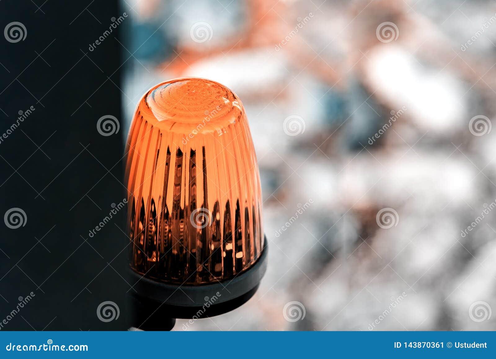 De lantaarn op de waarschuwing van het poort automatische gevaar
