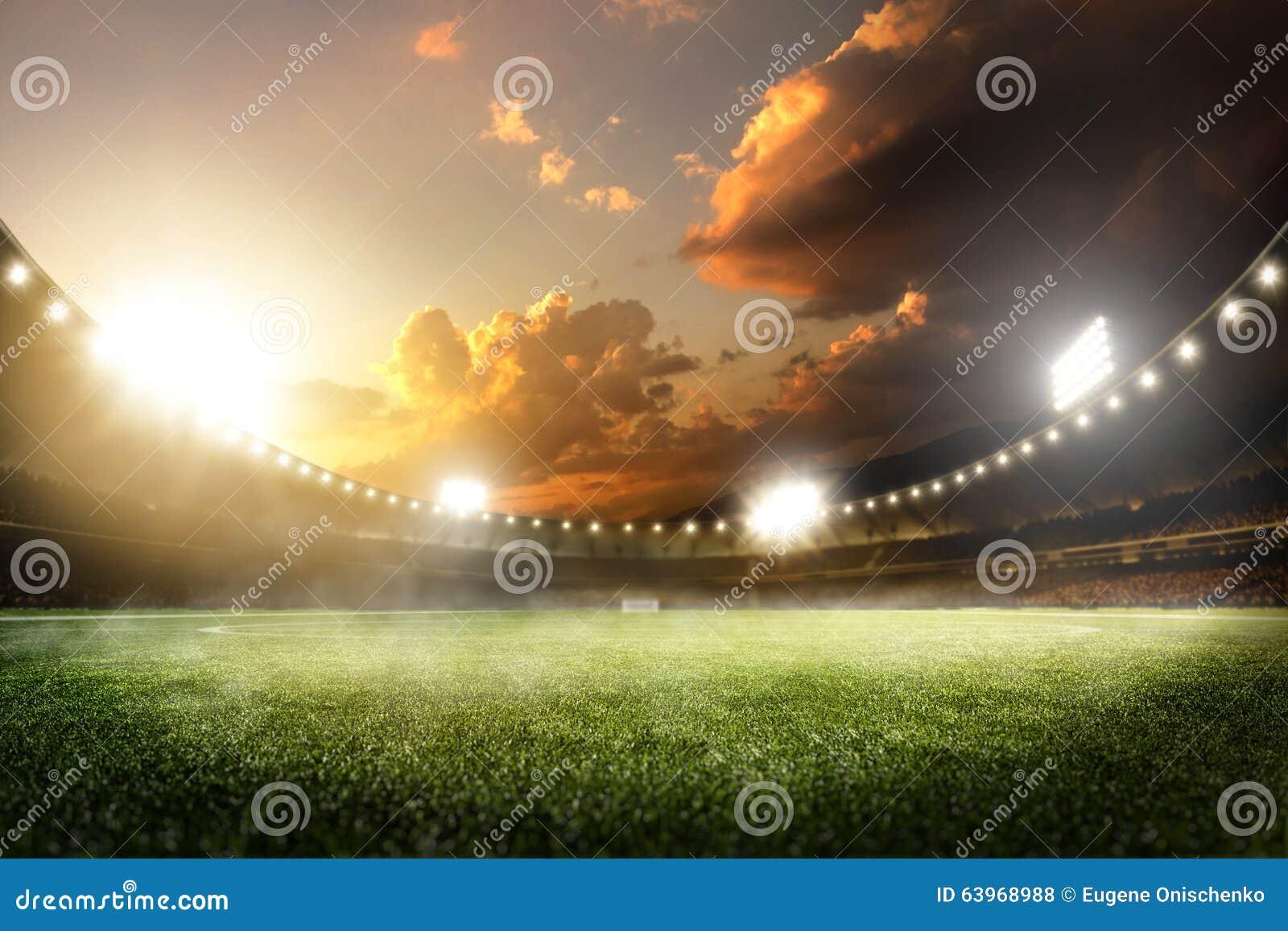 De lege arena van het zonsondergang grote voetbal in lichten