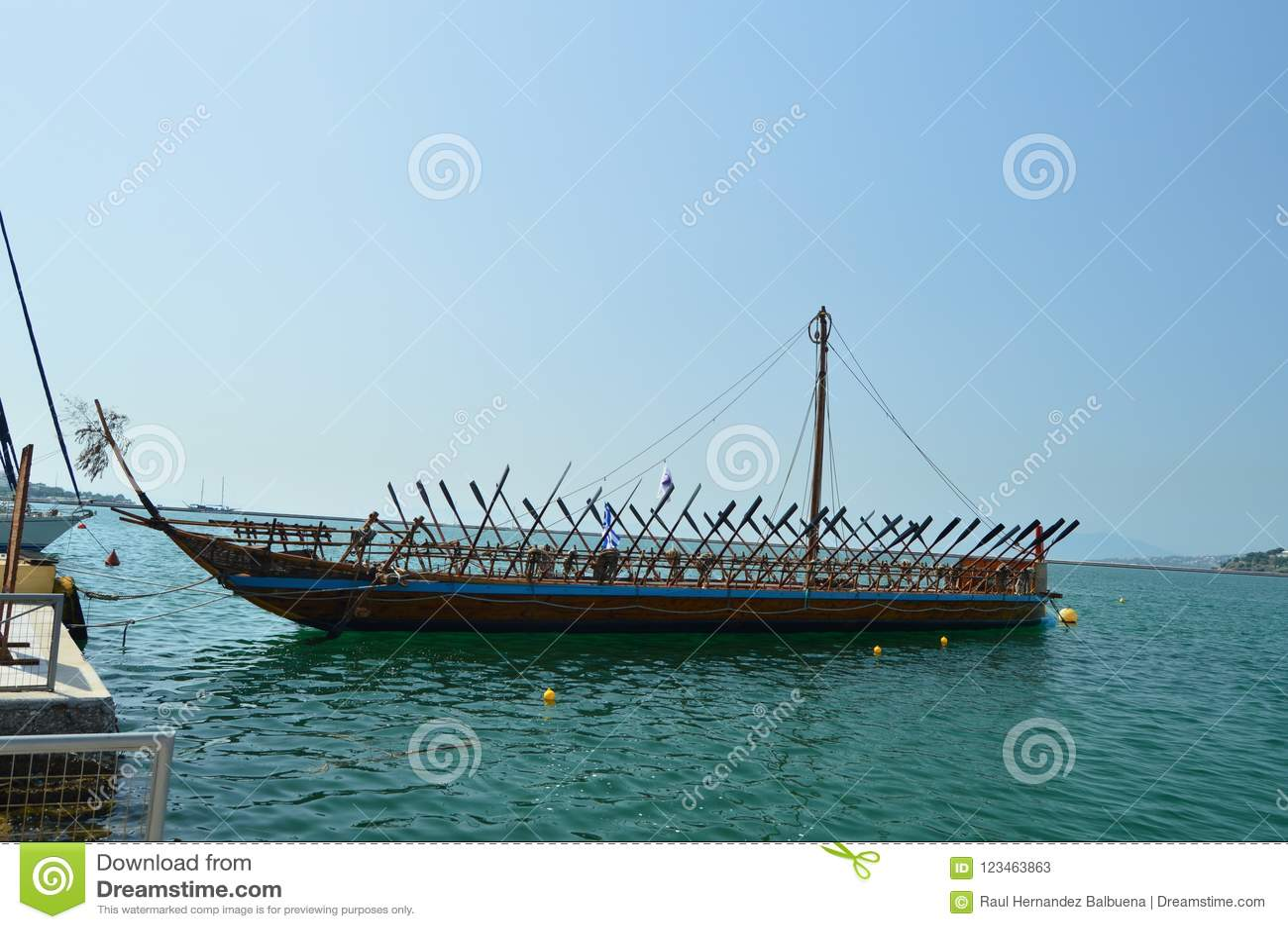 De Legendarische die Boot van Nice van Argo op Griekse Mythologie in de Haven van Volos wordt gebaseerd De Reis van de architectu