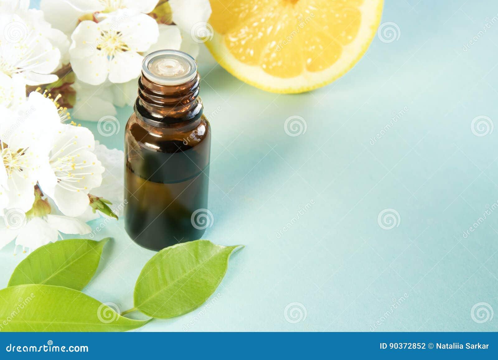 De lente aromatherapy met citrusvrucht en etherische oliën