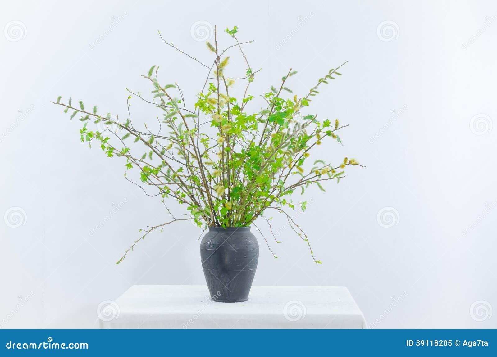 De lenteboeket met groene takjes