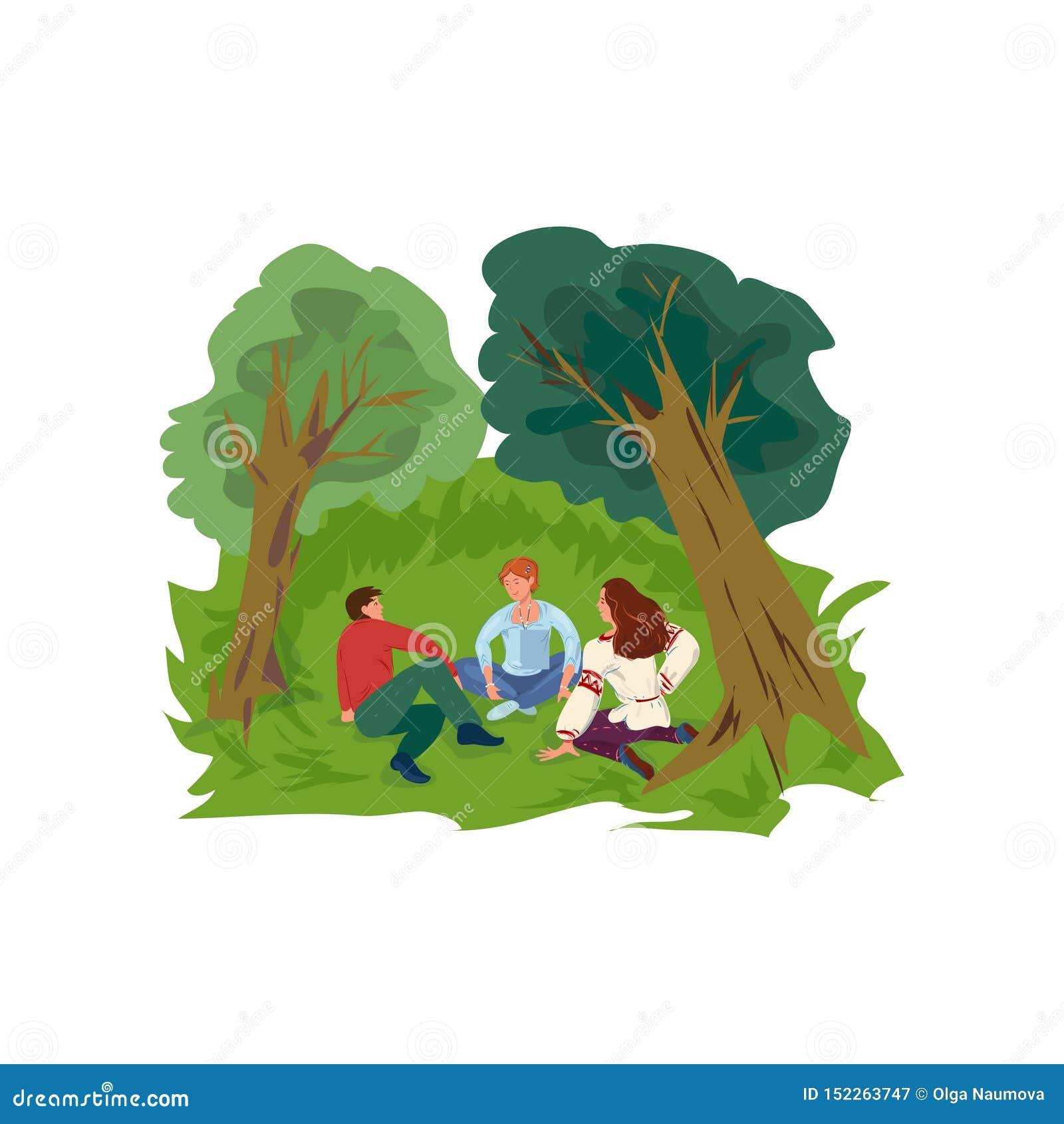 De leuke groep vrienden is rust op groen gras bij park