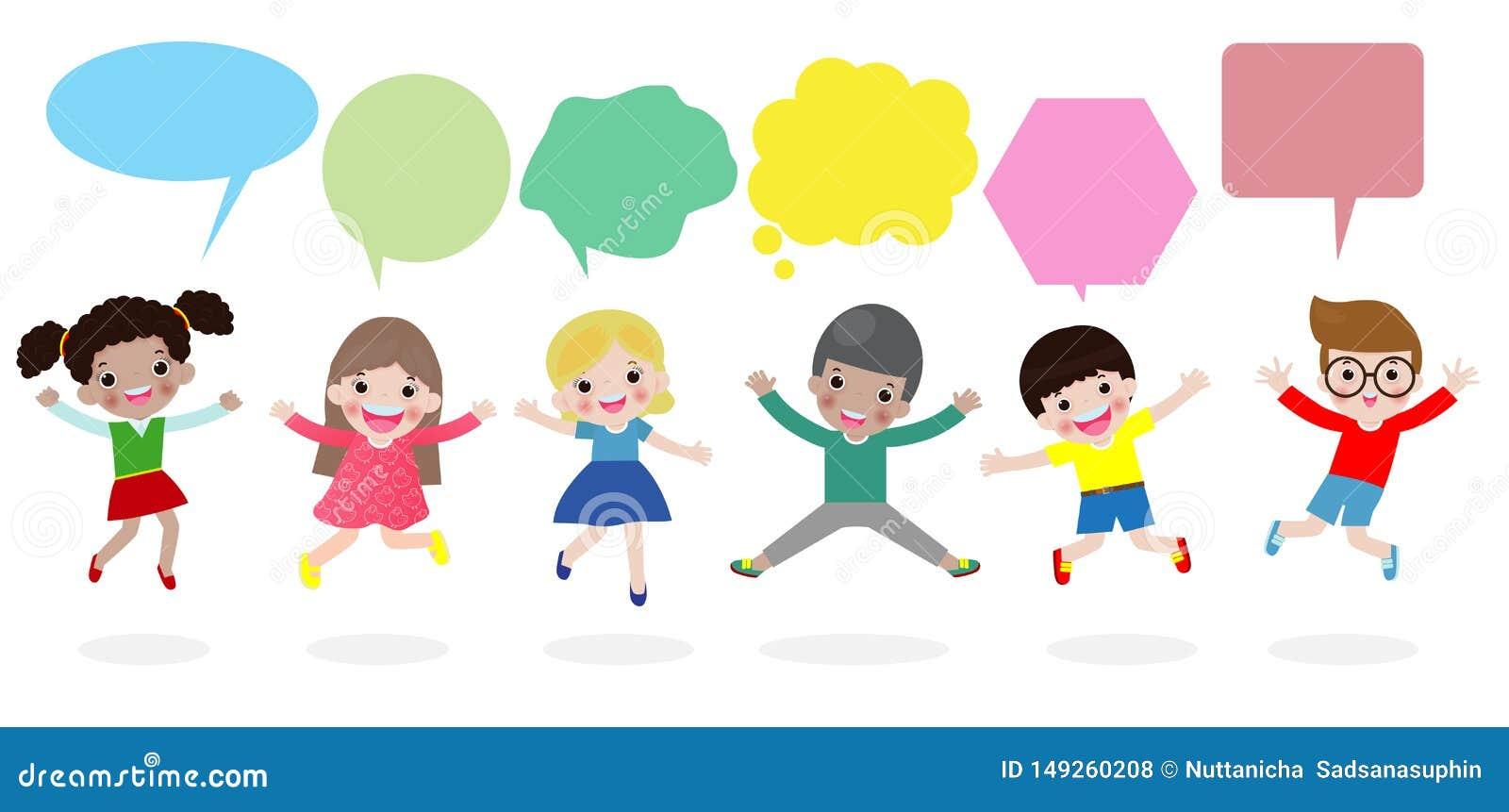 De leuke jonge geitjes met toespraakbellen, modieuze kinderen die met toespraak springen borrelen, kinderen die met toespraakball
