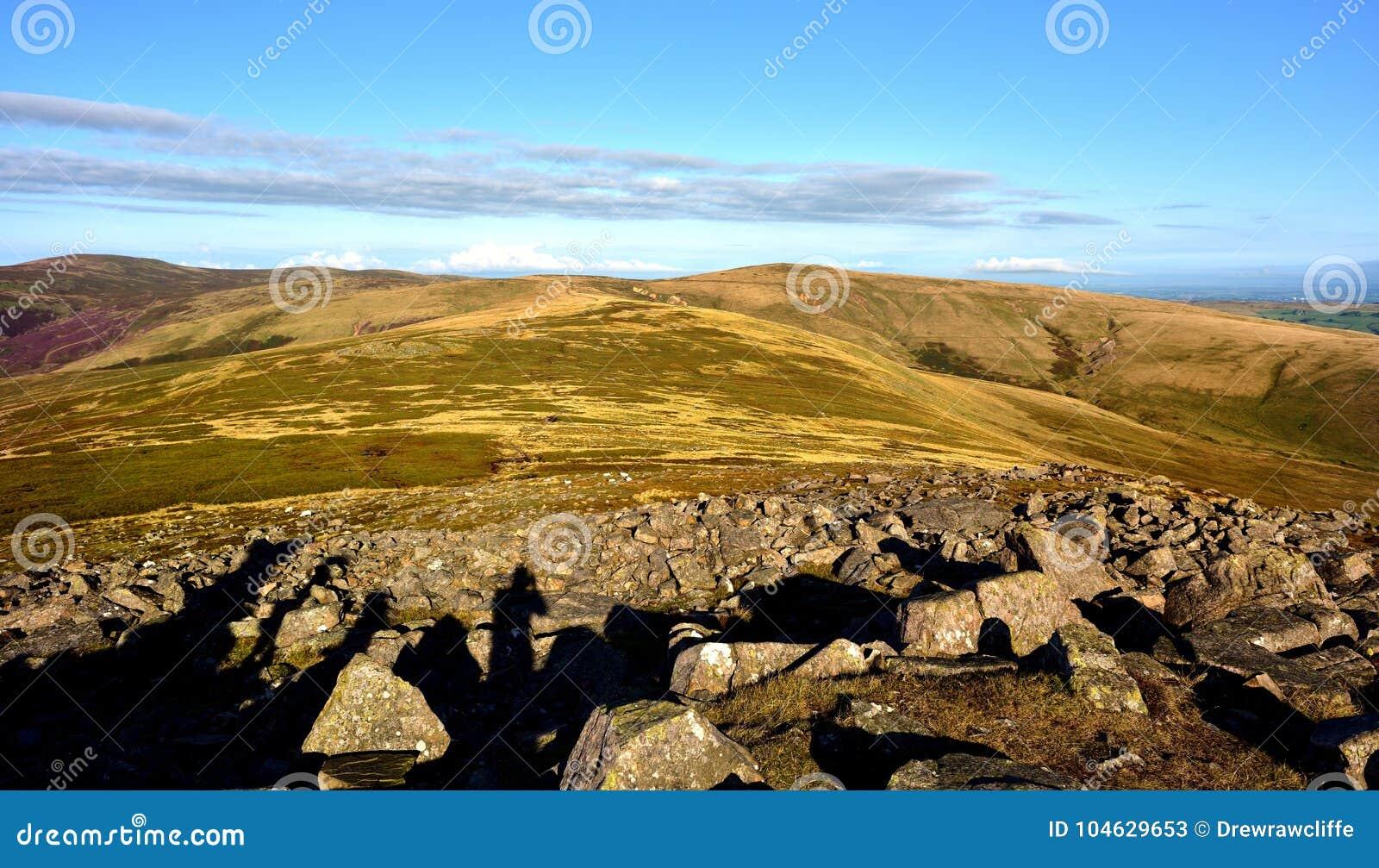 Download De Leurdersschaduwen Op Carrock Vielen Stock Afbeelding - Afbeelding bestaande uit hoog, heuvel: 104629653