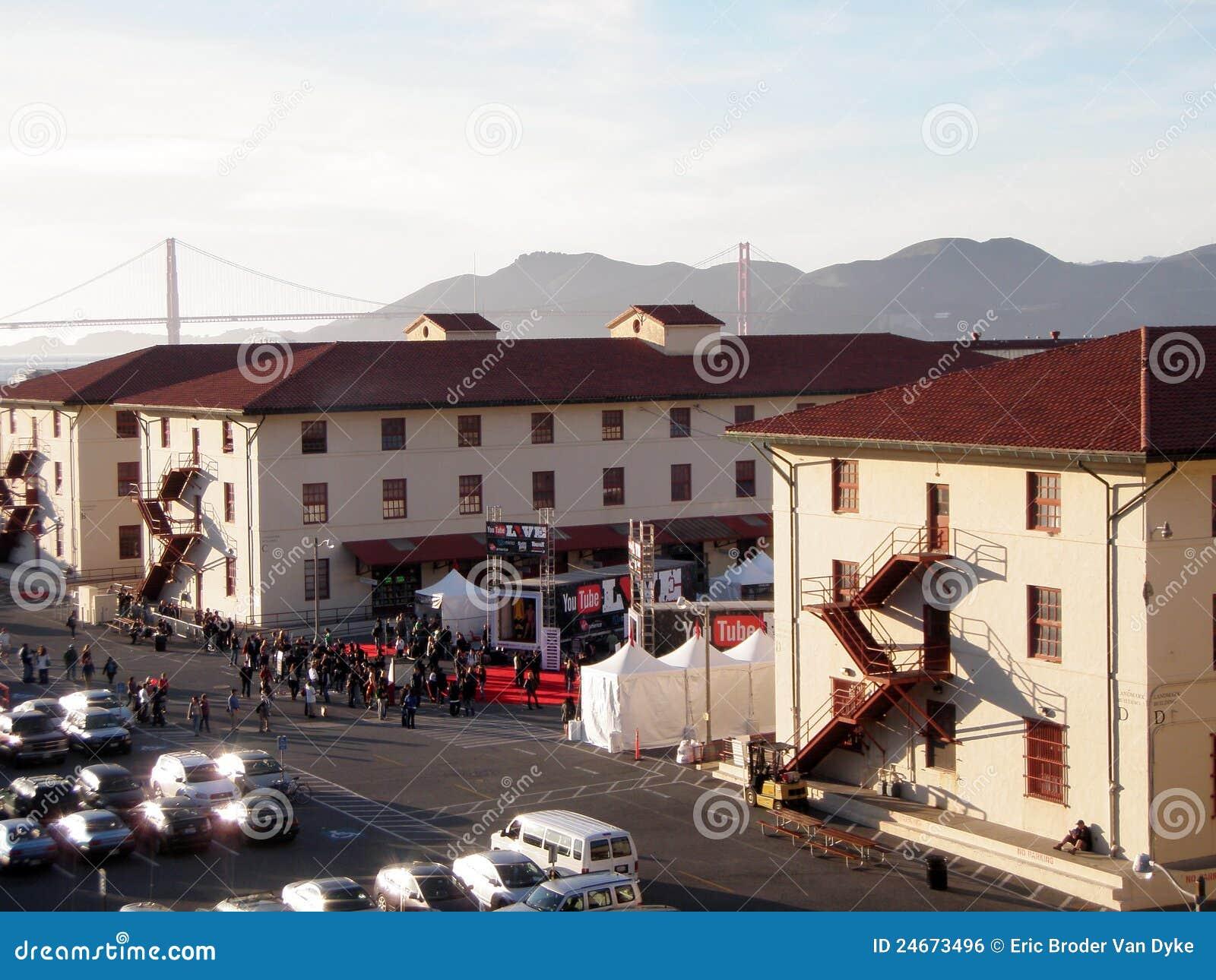 De levende partij van youtube bij de metselaar van het fort redactionele foto beeld 24673496 - Fotos van levende ...