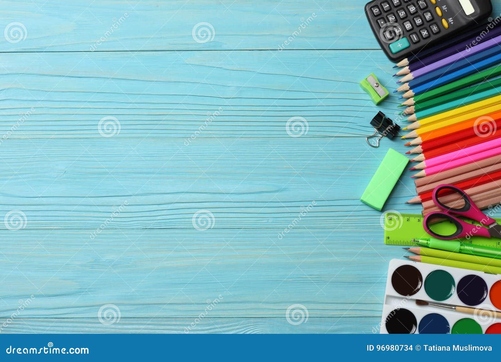 De levering van de school en van het bureau De vectorillustratie, eps10, bevat transparantie kleurpotloden, pen, pijnen, document