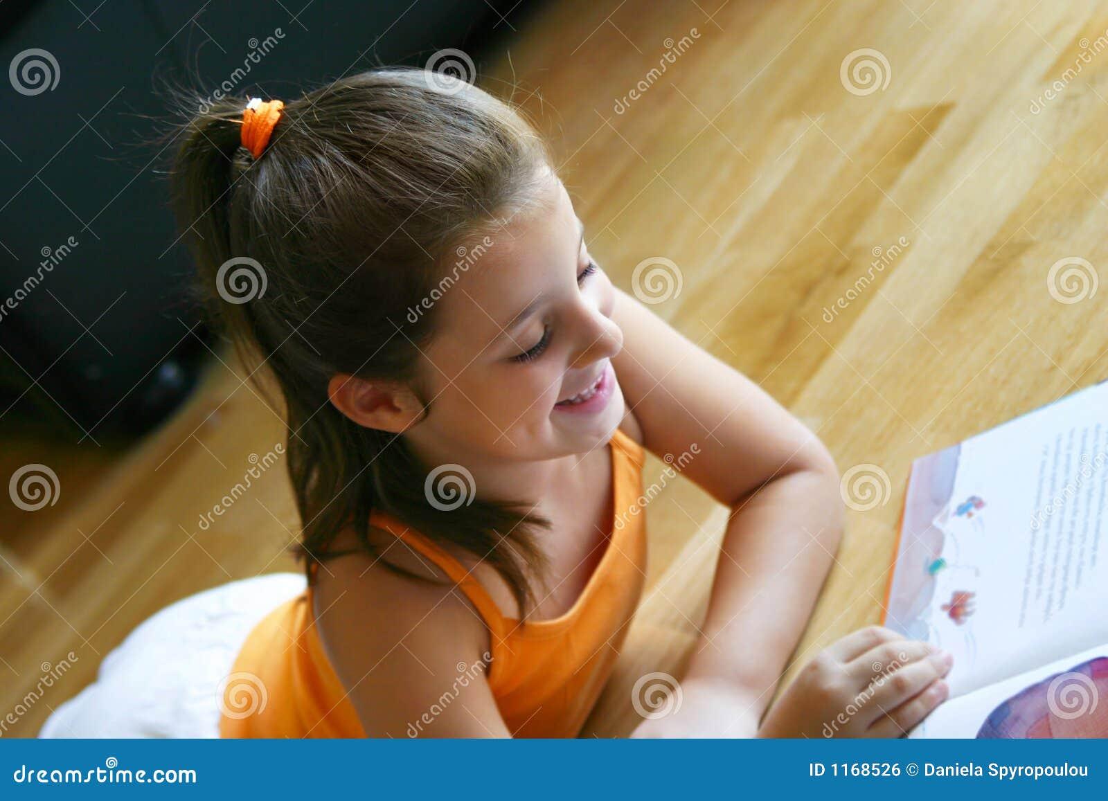 De lezing van het meisje