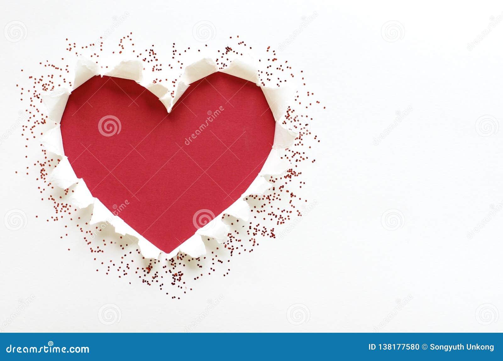 De liefdevorm van het rode kleurenhart met scheur Witboek