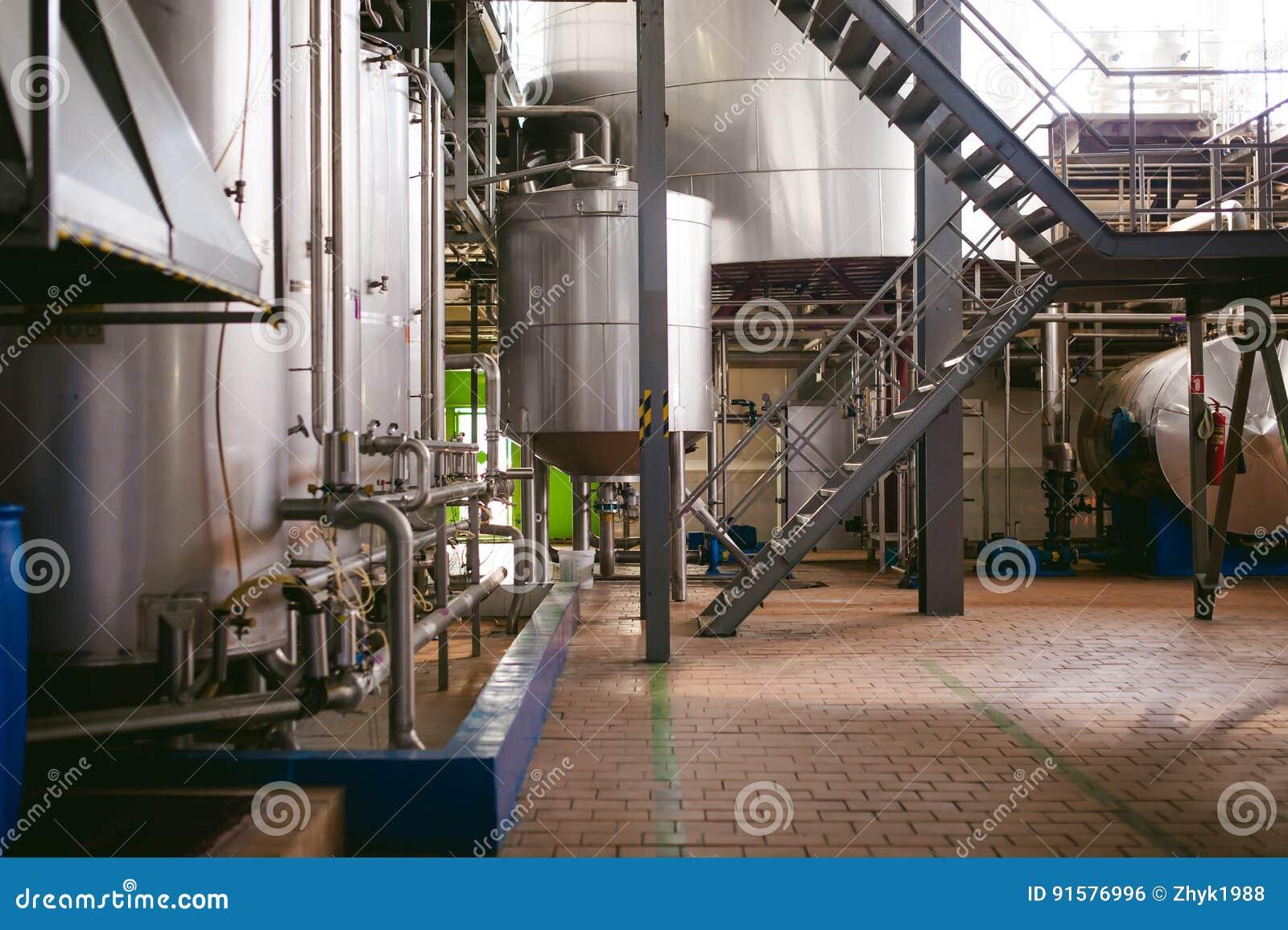 De lijn van de biervervaardiging Materiaal voor het opgevoerde productie bottelen van Gebeëindigde voedingsmiddelen Metaalstructu