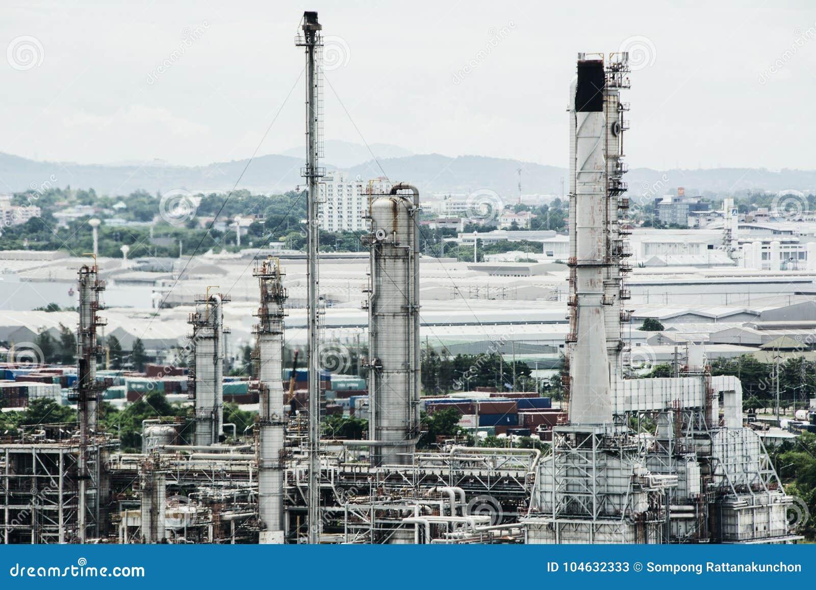 Download De Lijn Van De Pijp Van Het Landschap Van Boiler In Stroomelektrische Centrale Stock Afbeelding - Afbeelding bestaande uit landschap, schoorsteen: 104632333