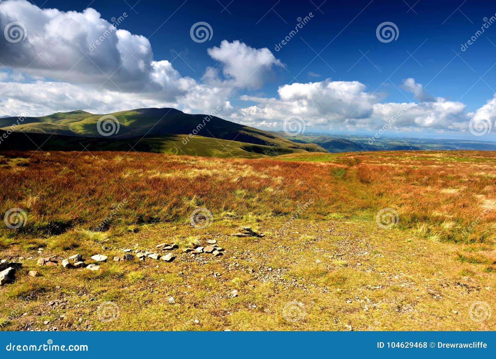 Download De Lijn Van De Skiddawrand Van Knott Stock Foto - Afbeelding bestaande uit dood, landbouwgrond: 104629468