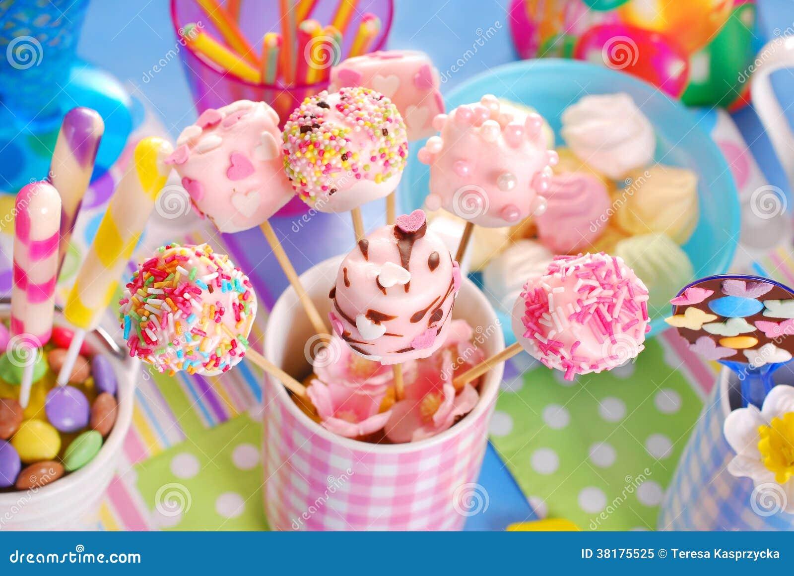 De lijst van de verjaardagspartij met heemst knalt en andere snoepjes voor