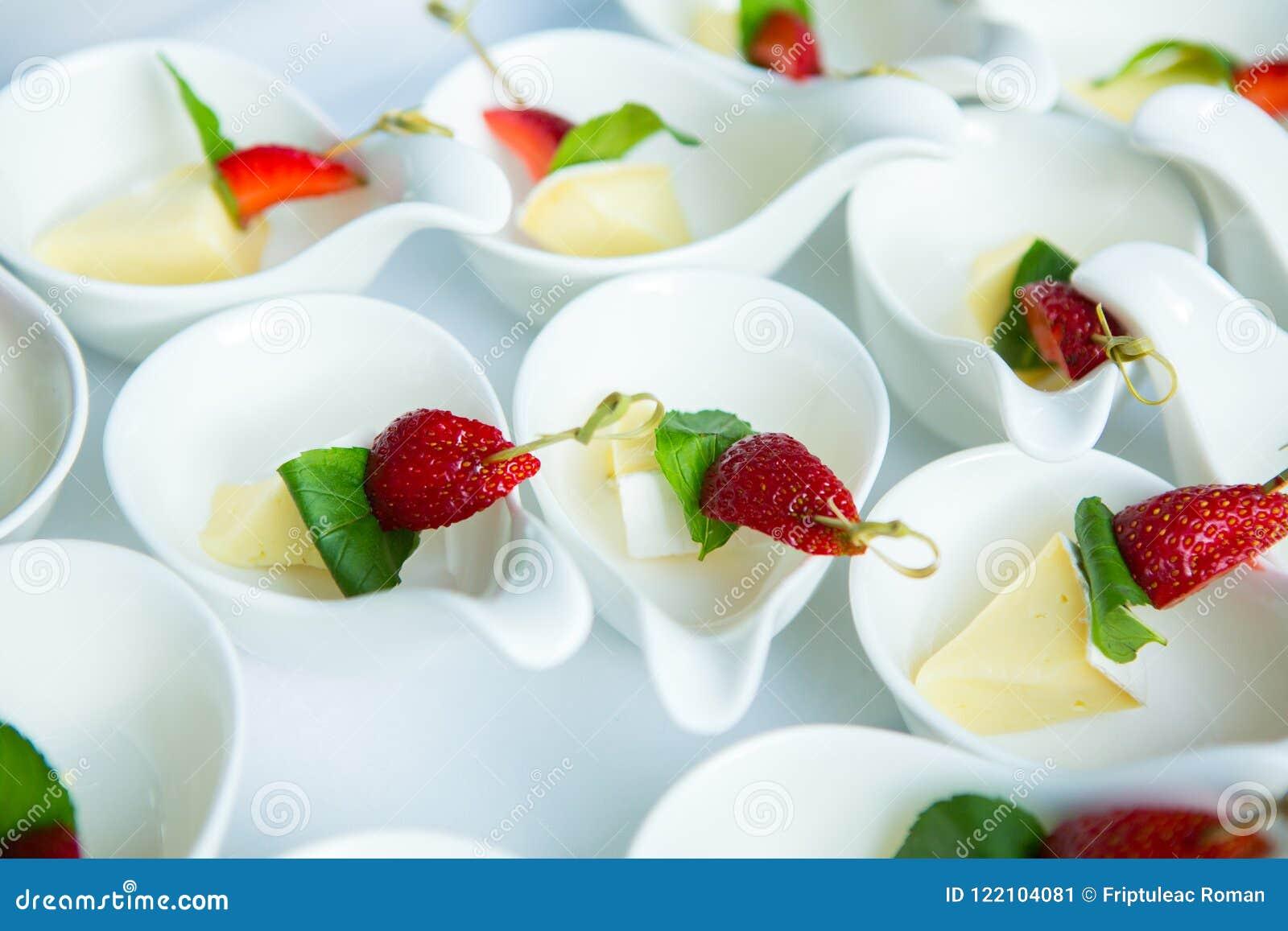 De Lijst van de het Huwelijksgebeurtenis van het cateringsvoedsel Buffetlijn in Huwelijk Heerlijk voorgerechtclose-up