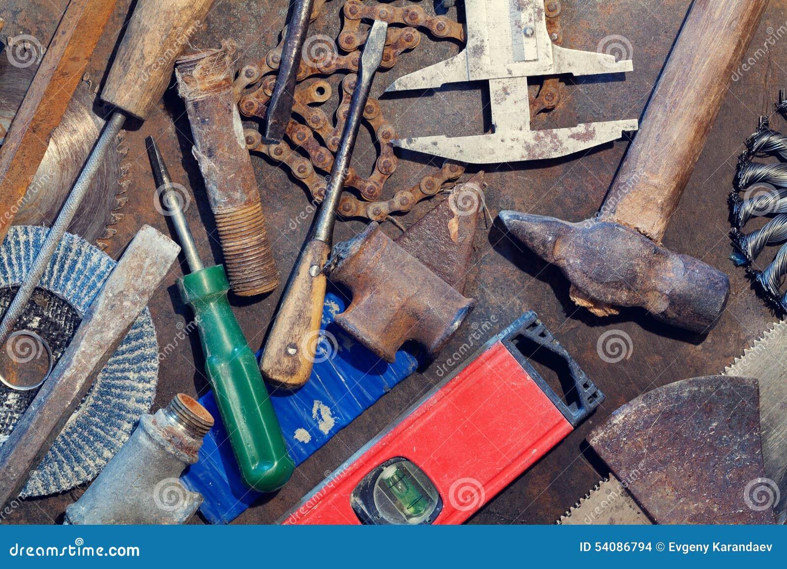 De lijst van het werkbankmetaal met oude hulpmiddelen