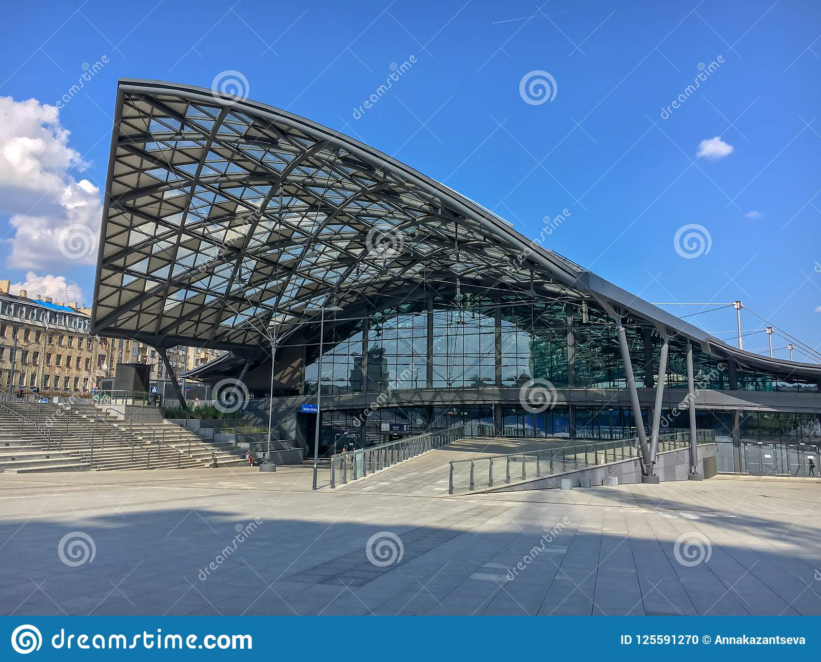 ` de Lodz Fabryczna de ` de gare ferroviaire, Lodz, Pologne Belle gare ferroviaire moderne et futuriste