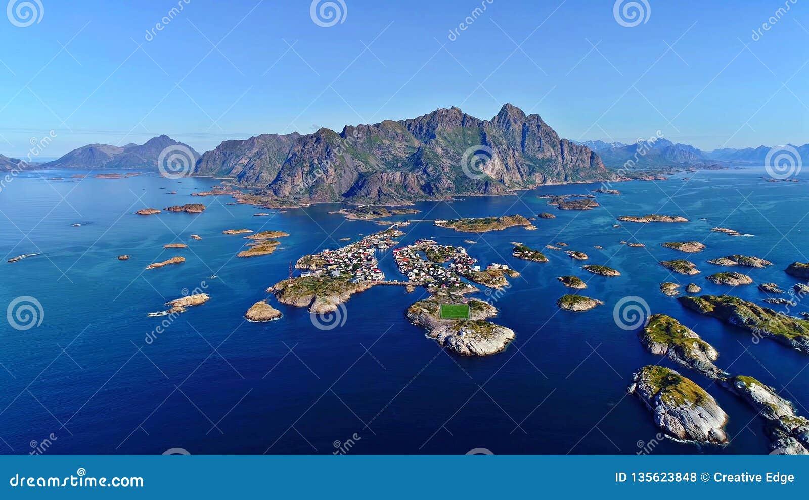 De Lofoteneilanden is een archipel in de provincie van Nordland, Noorwegen